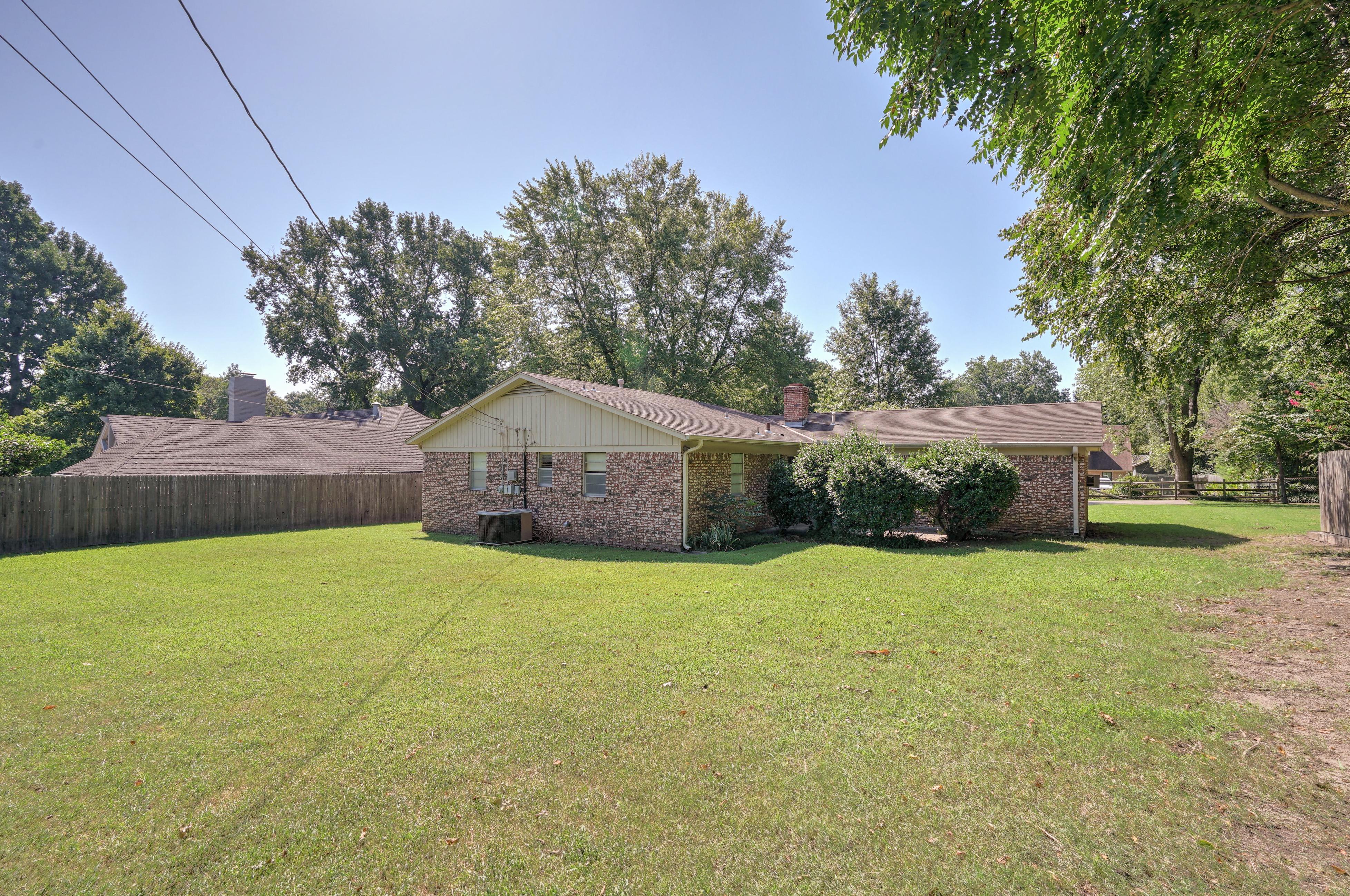 2919 E 46th Street Property Photo 28