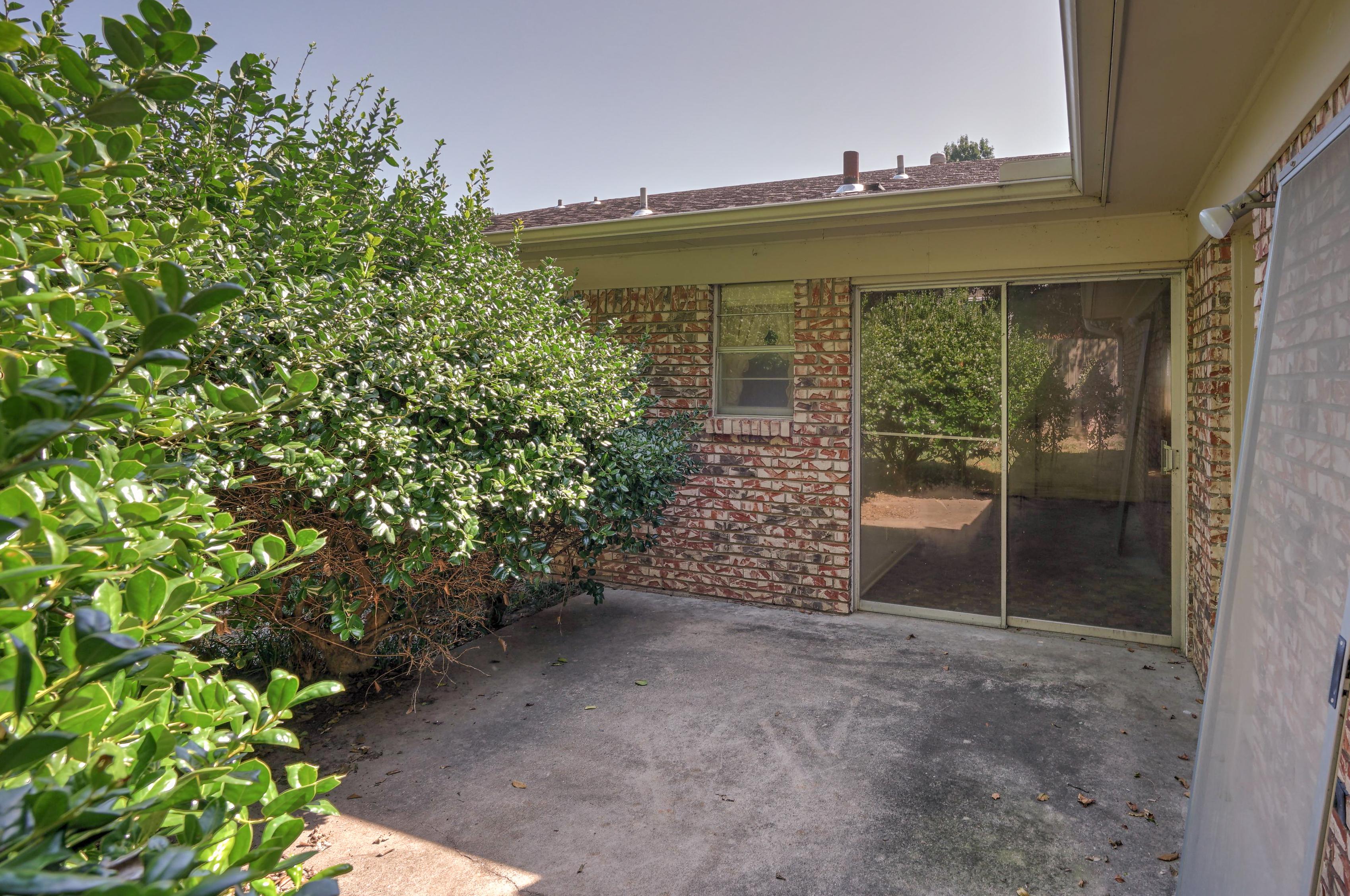 2919 E 46th Street Property Photo 30