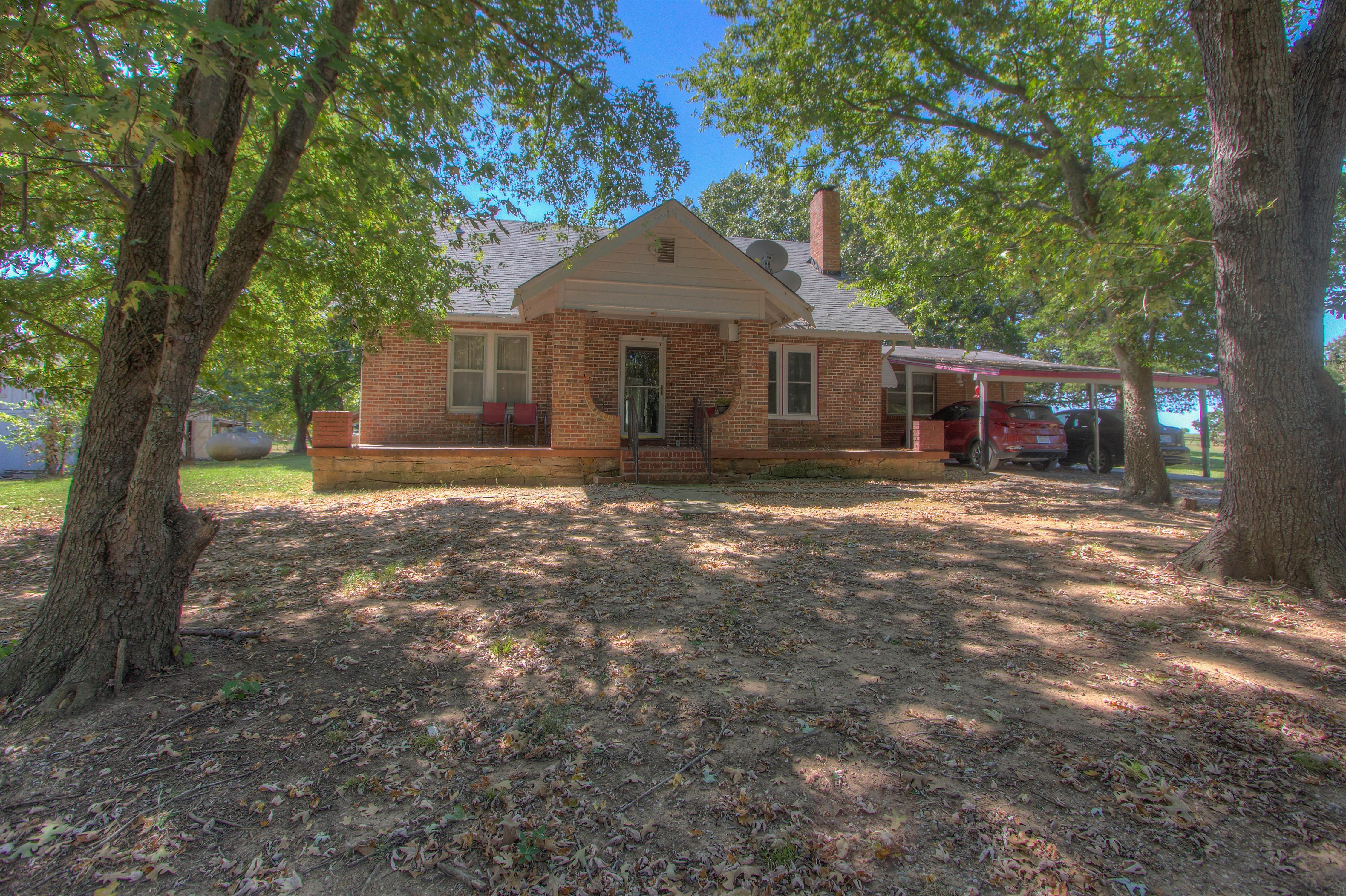 10452 E 540 Road Property Photo 1