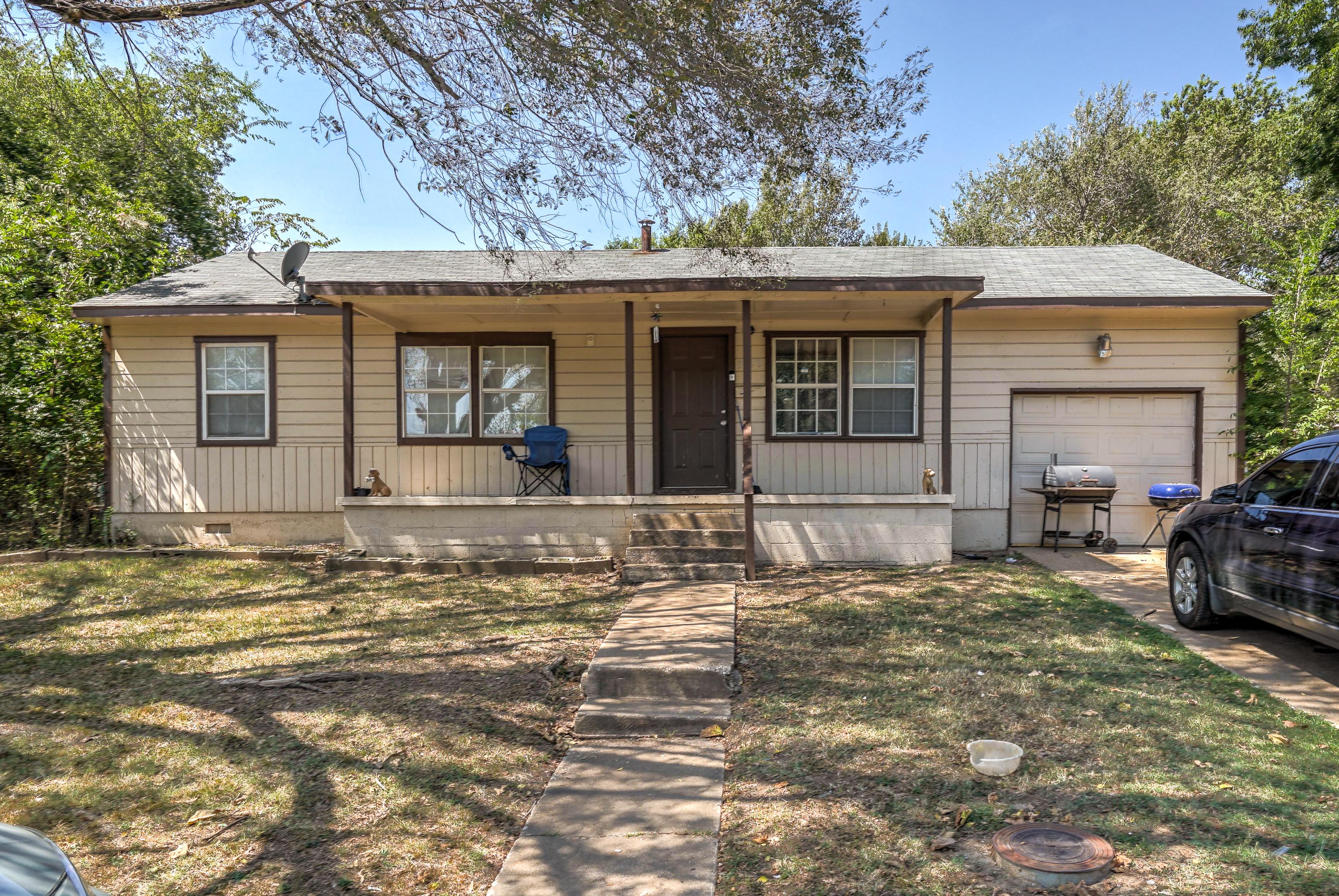 3120 N Iroquois Avenue Property Photo 1