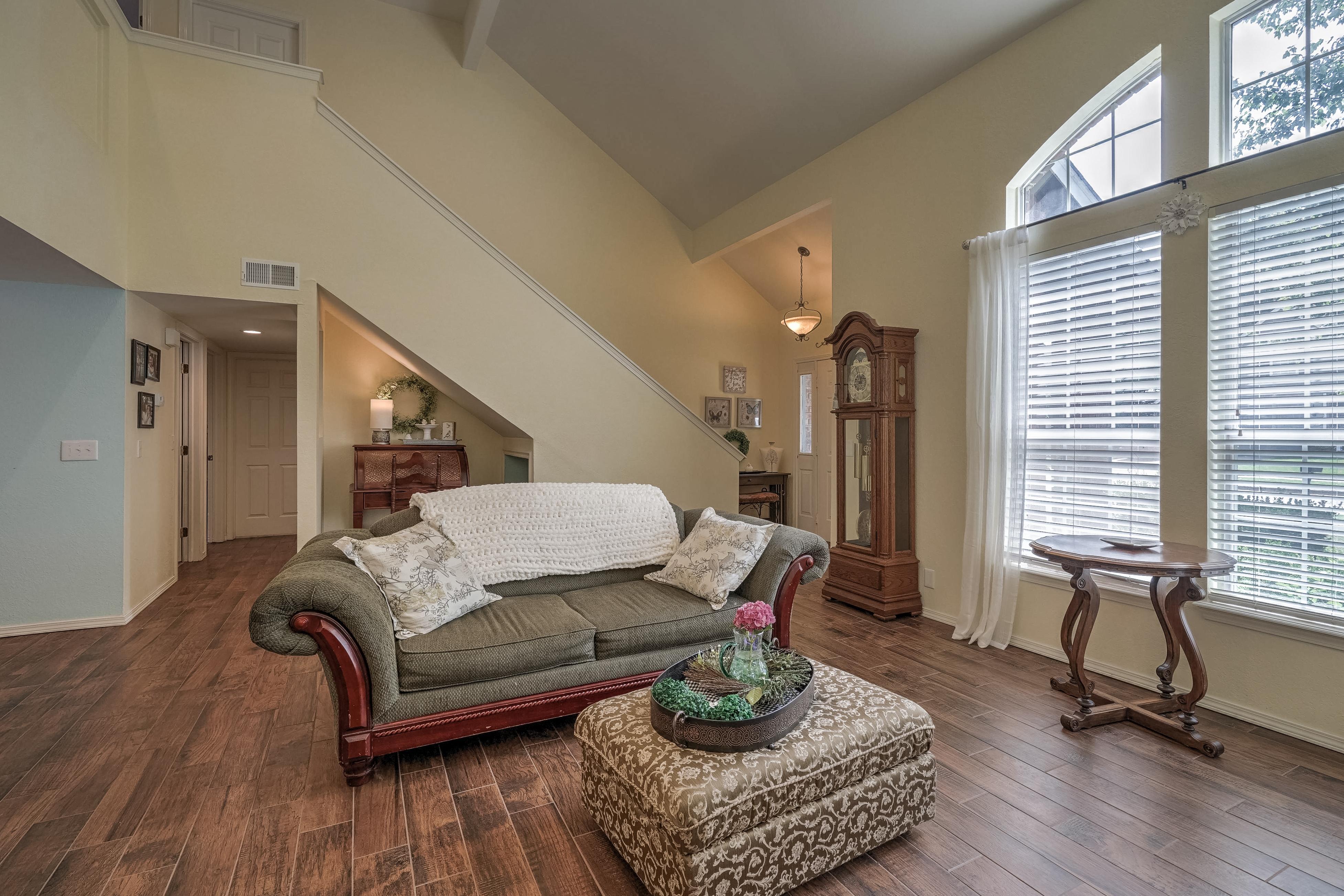 1220 W Gary Street Property Photo 5