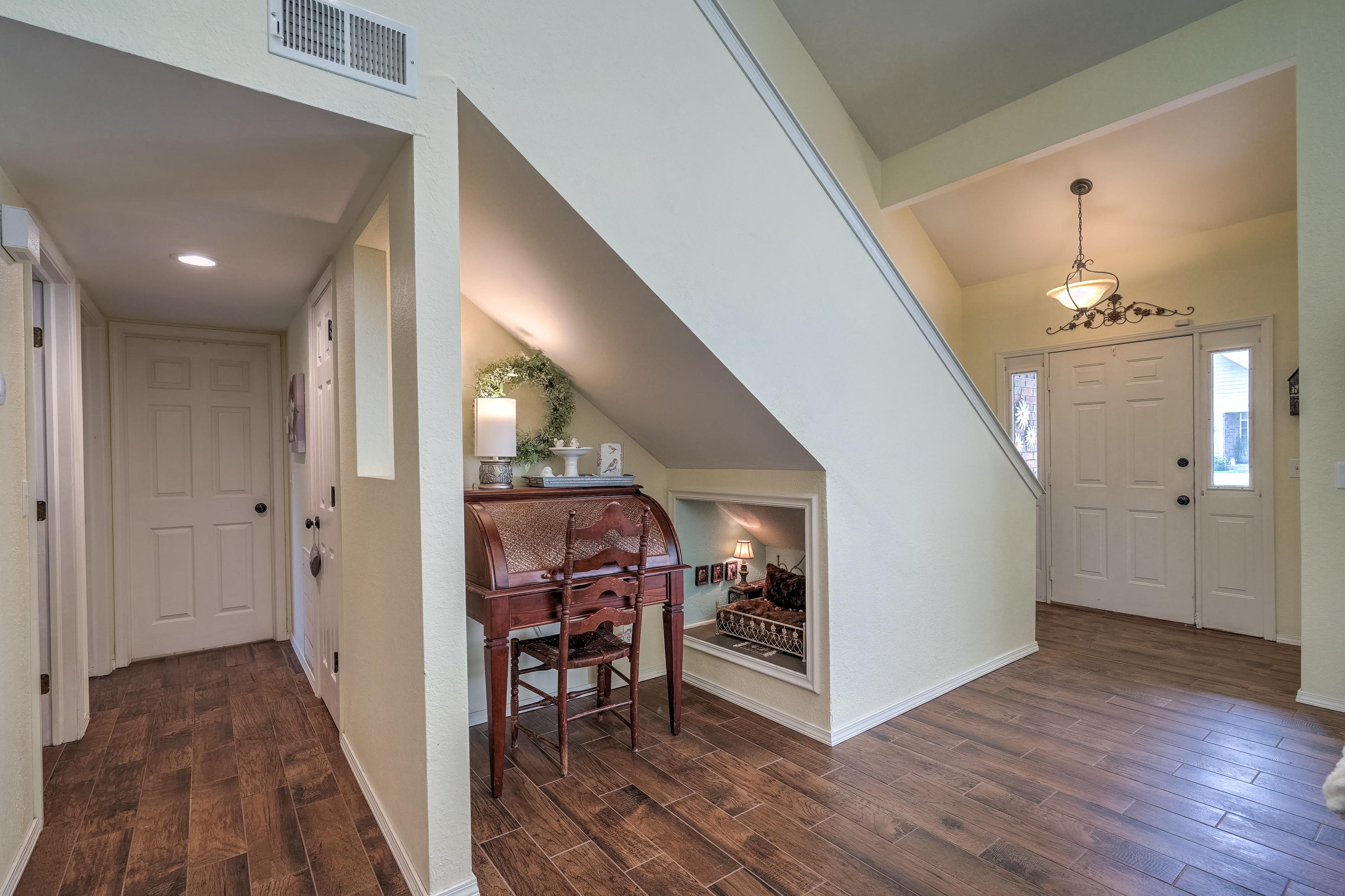 1220 W Gary Street Property Photo 7