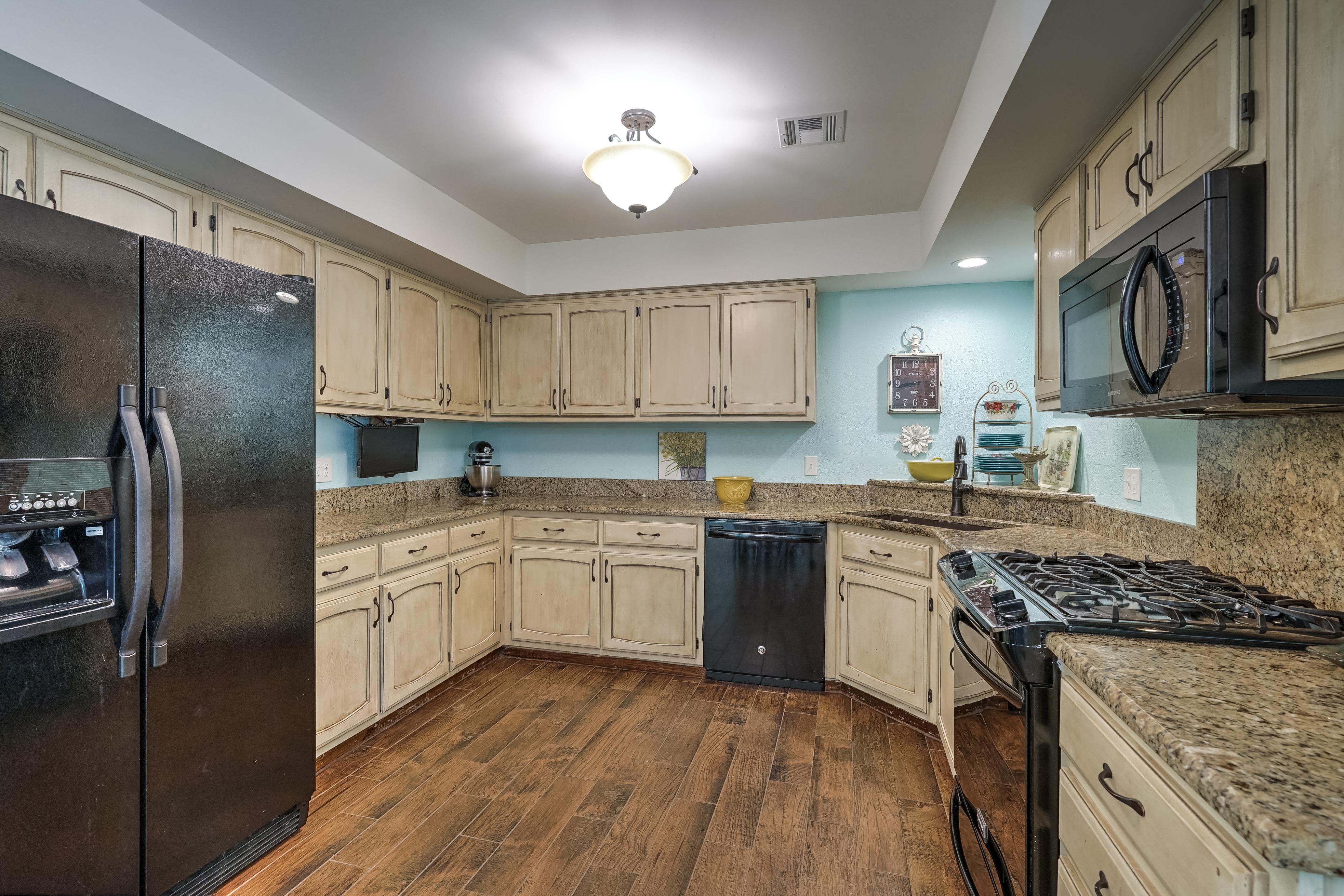 1220 W Gary Street Property Photo 12