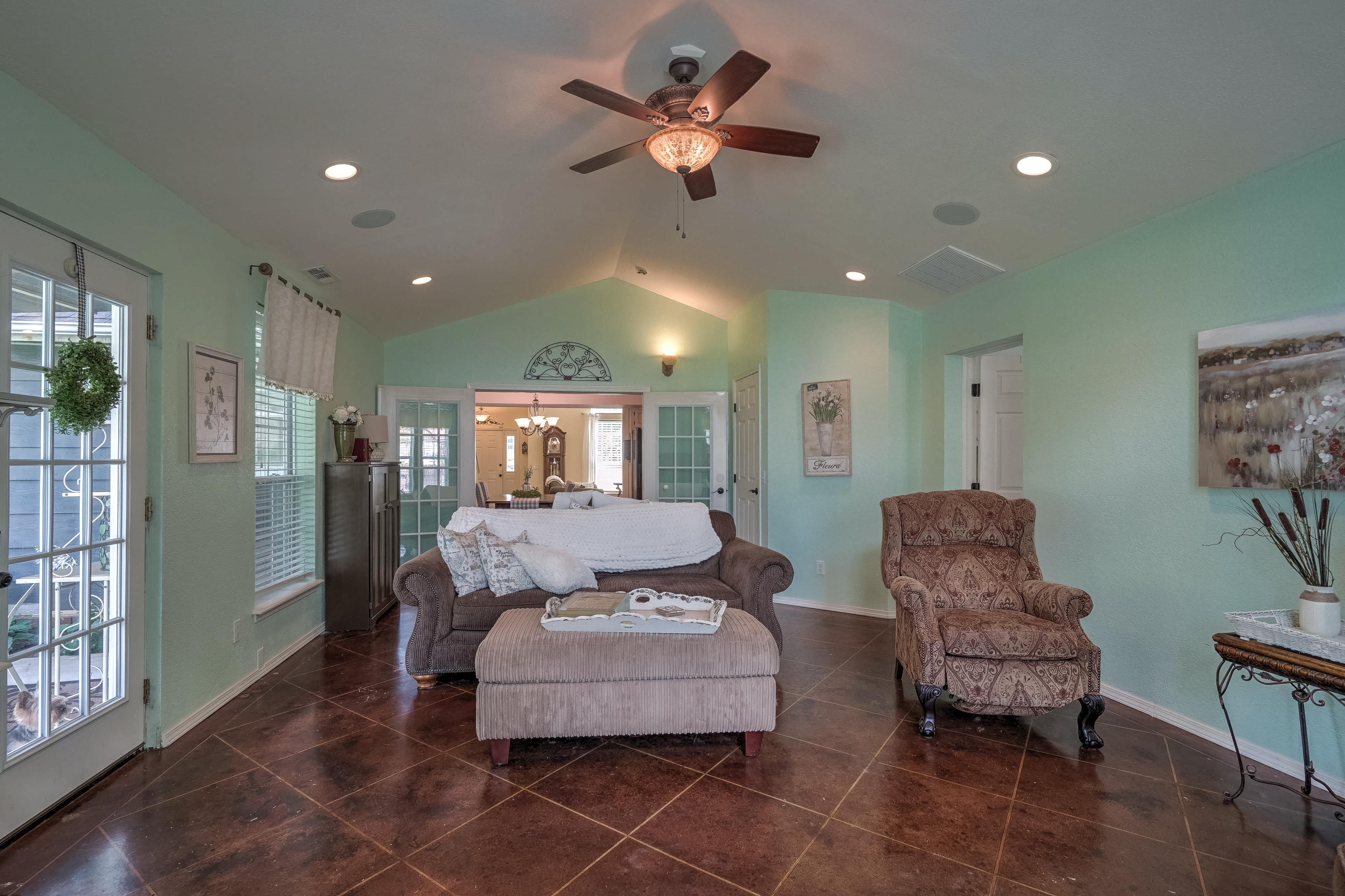 1220 W Gary Street Property Photo 25