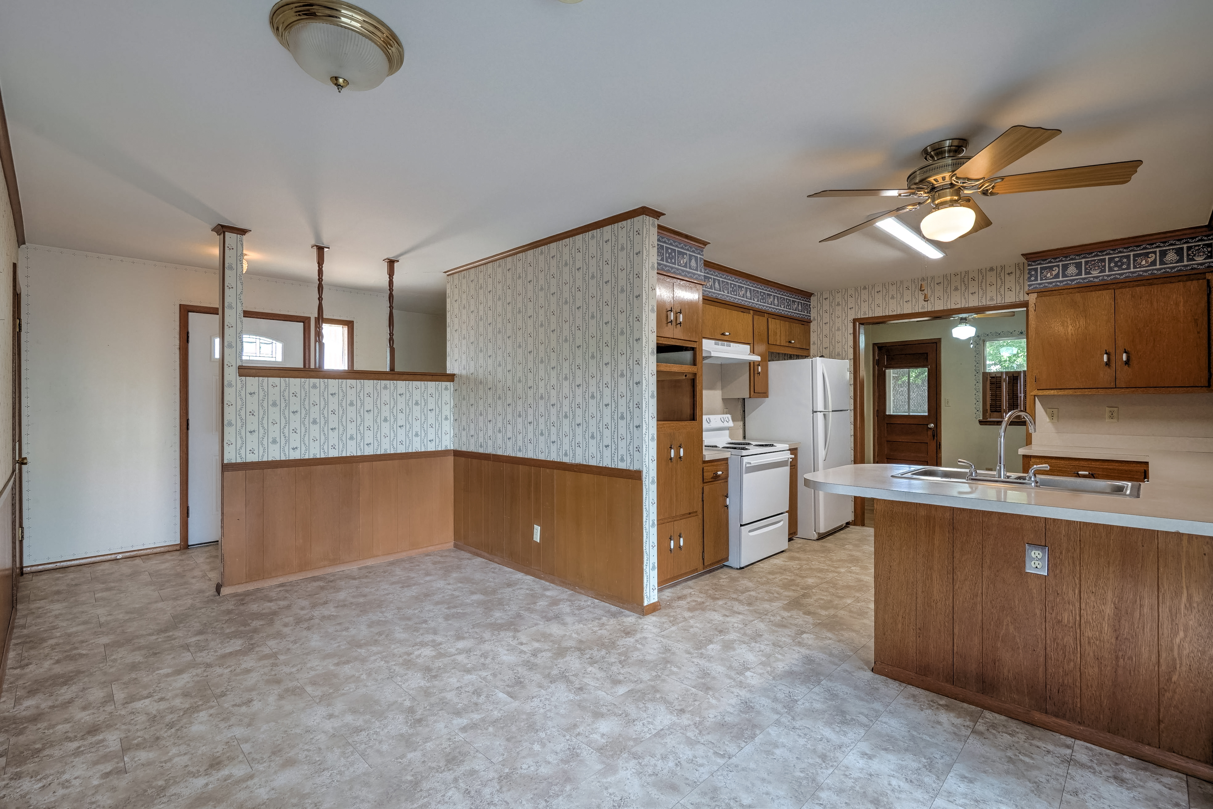 912 E Elgin Place Property Photo 10
