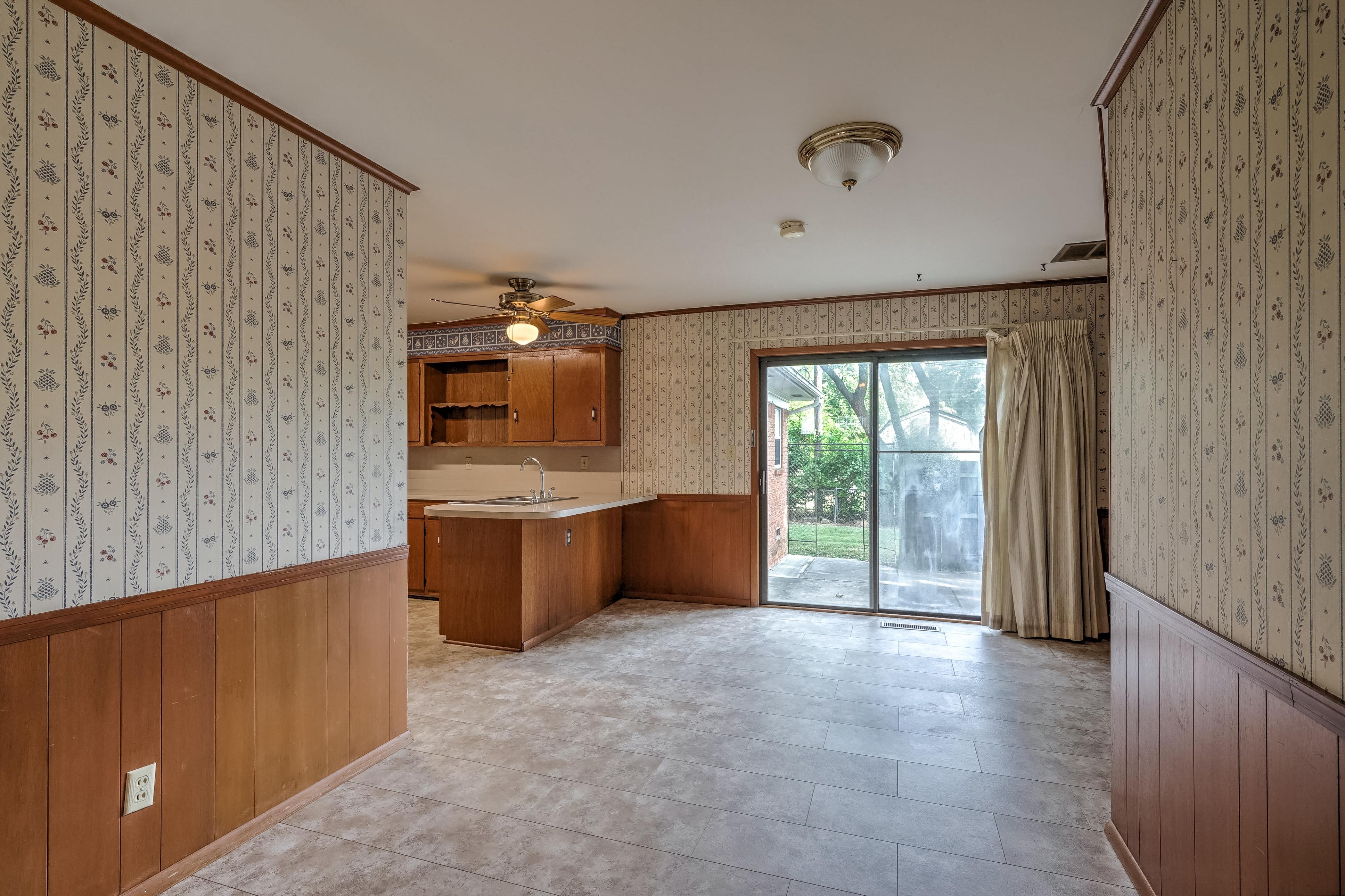 912 E Elgin Place Property Photo 8