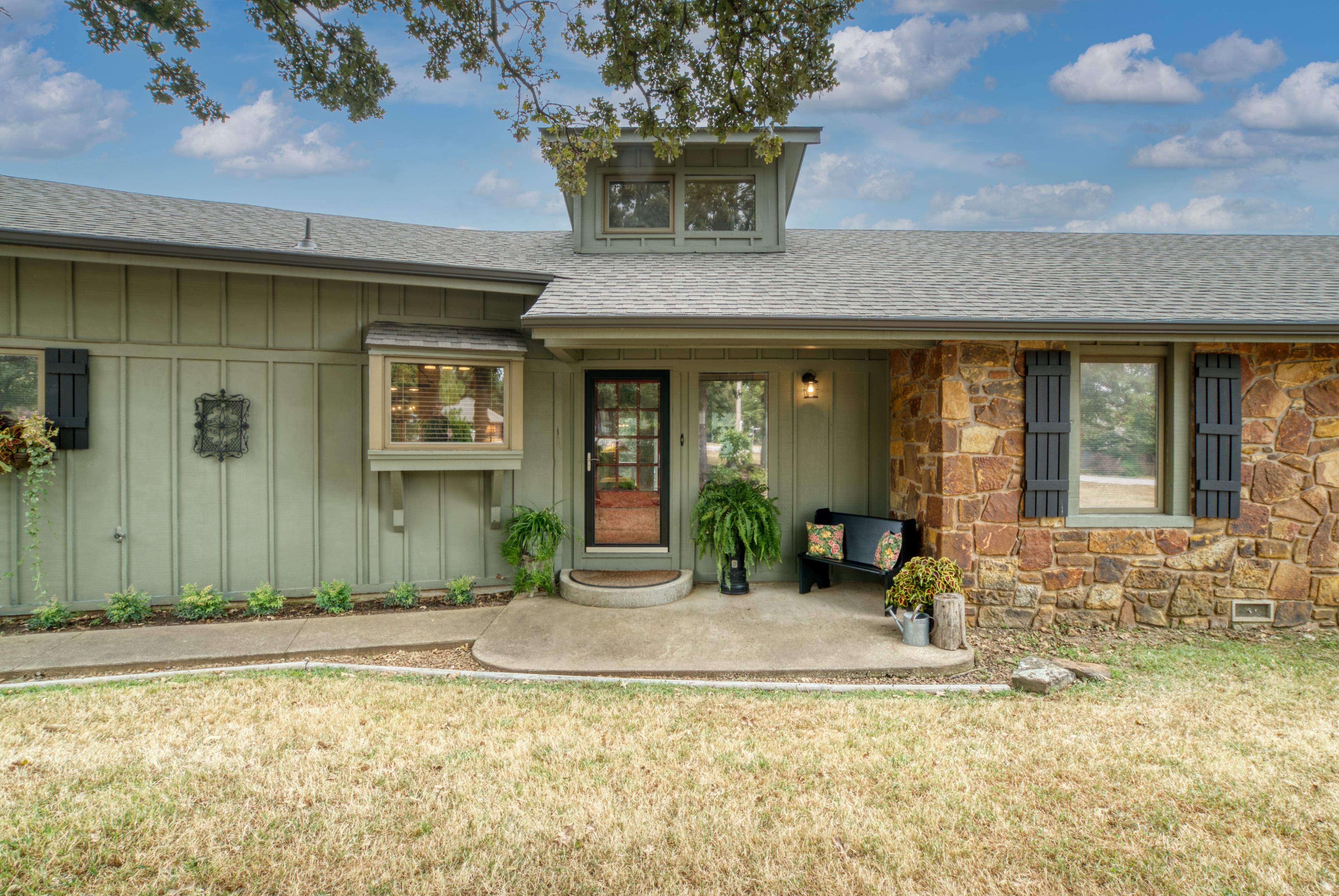 15503 Overlook Drive Property Photo 4