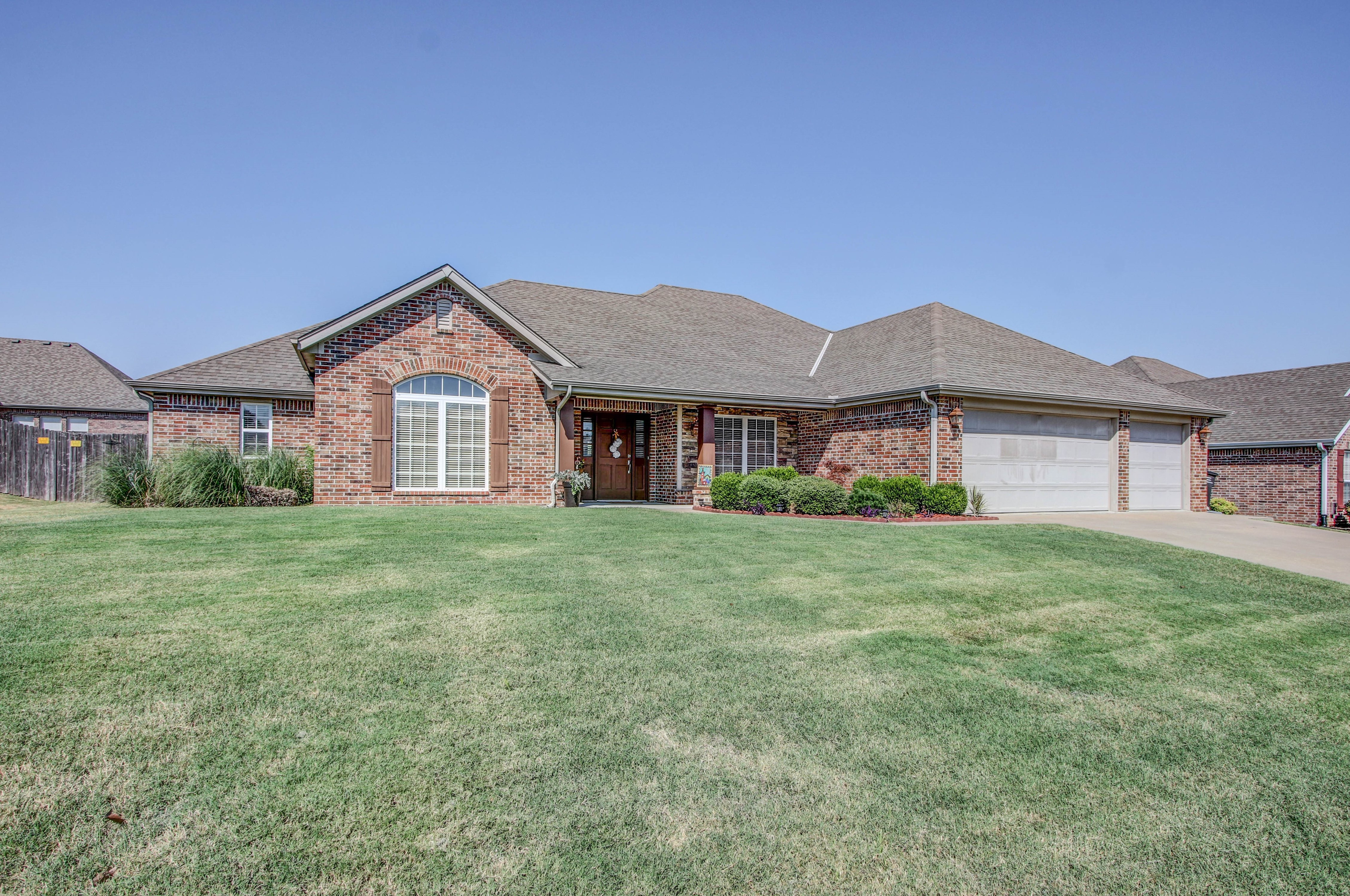 919 Willow Creek Drive Property Photo 2