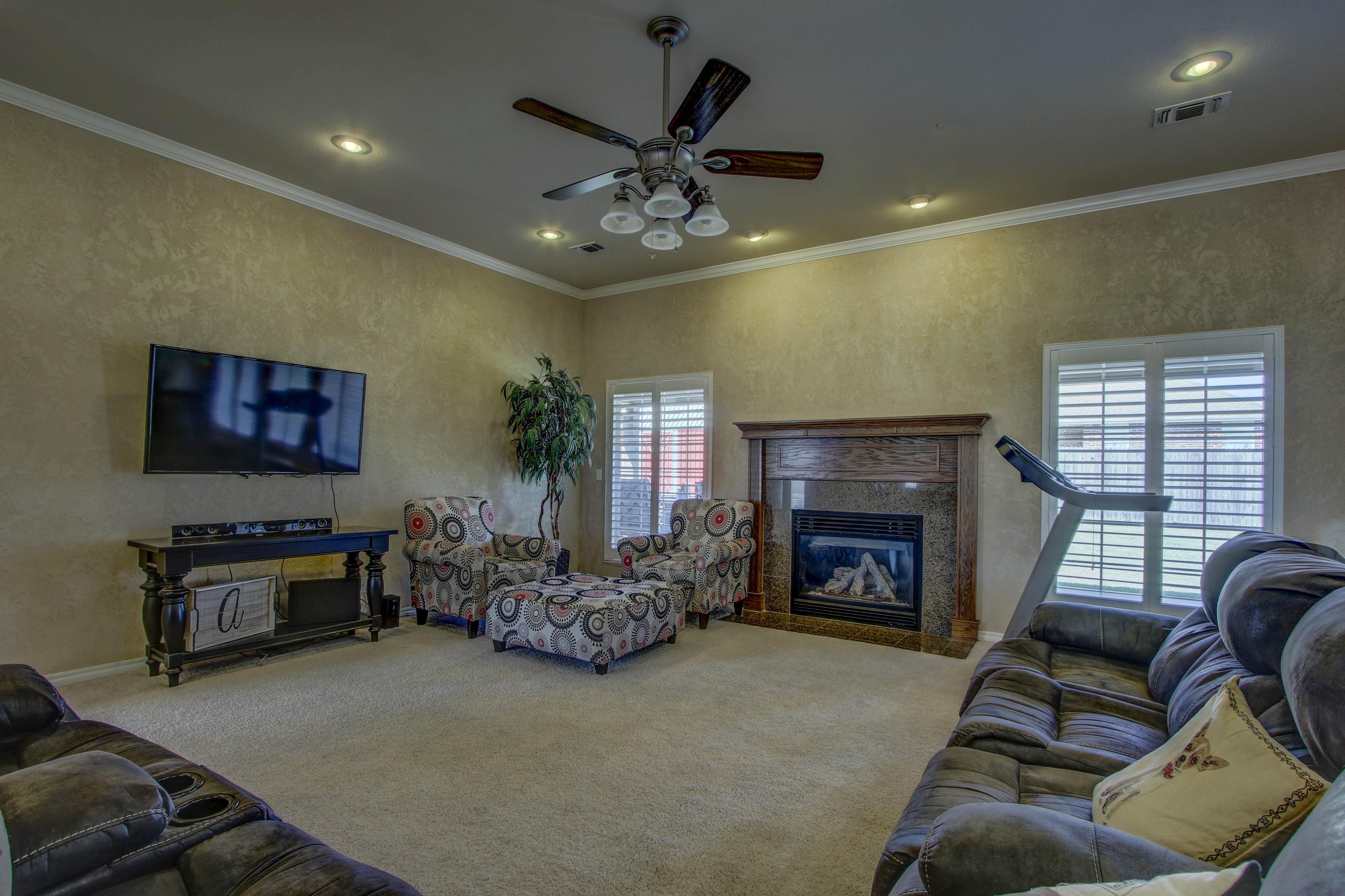 919 Willow Creek Drive Property Photo 8