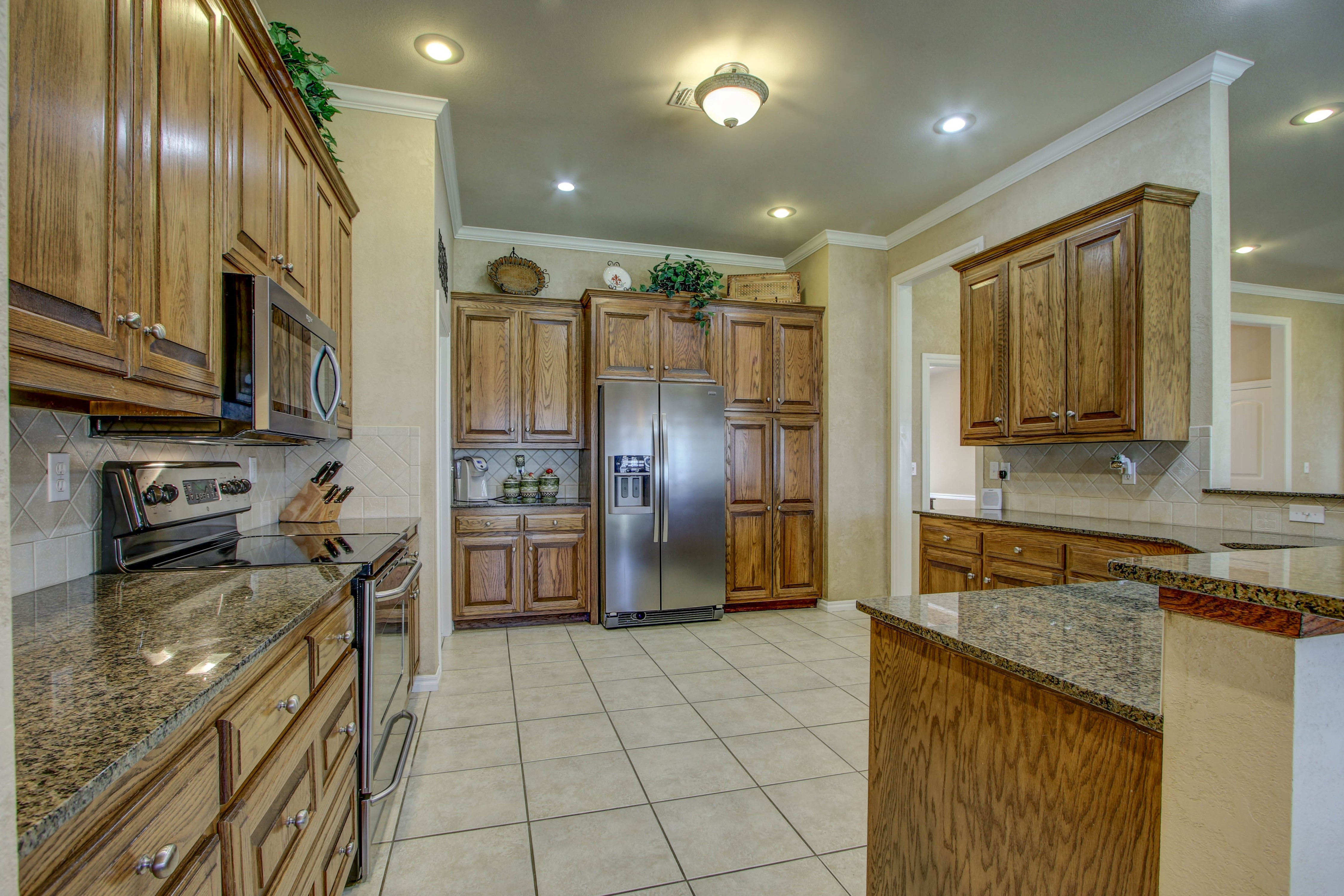 919 Willow Creek Drive Property Photo 14