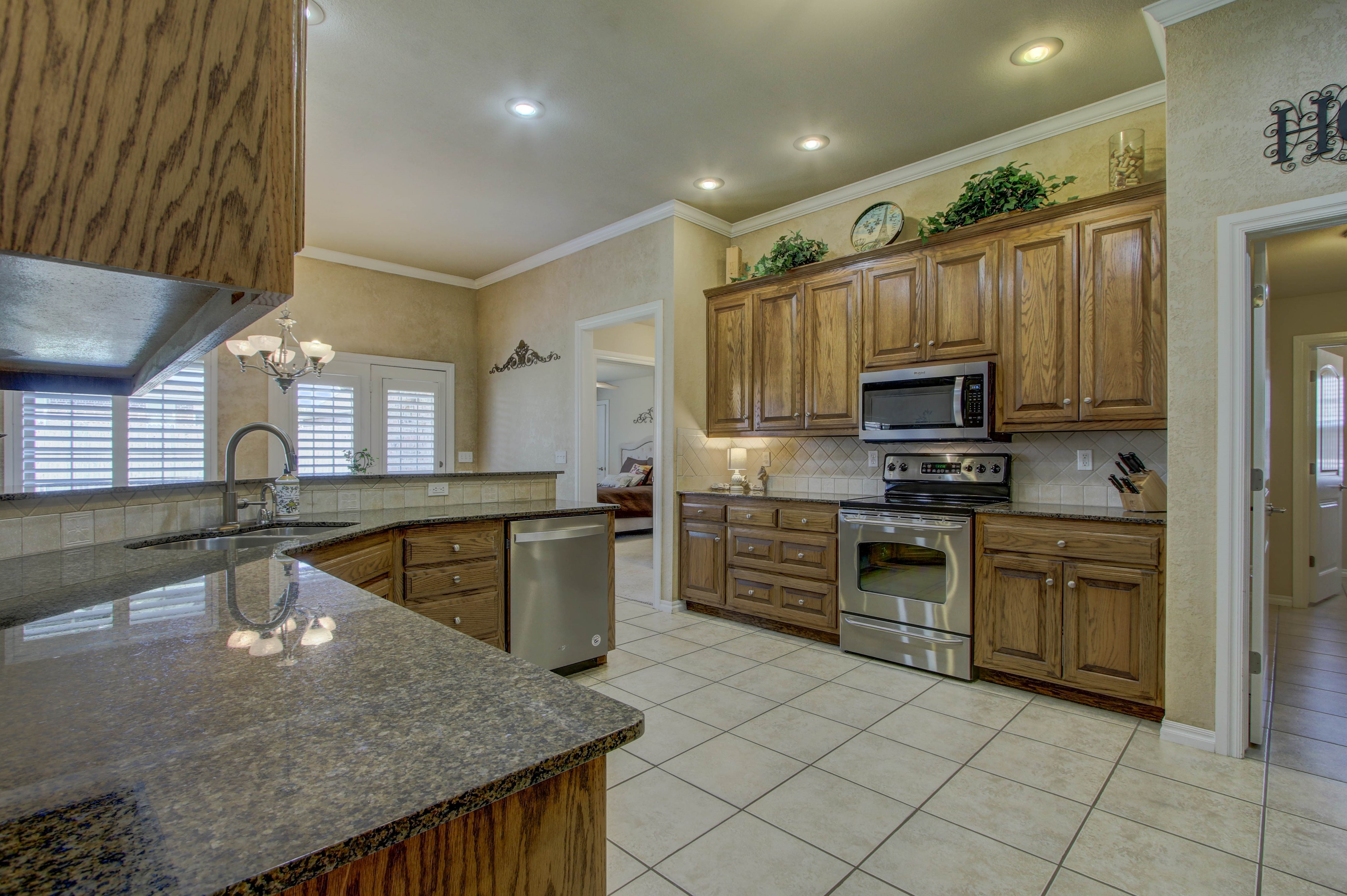 919 Willow Creek Drive Property Photo 17
