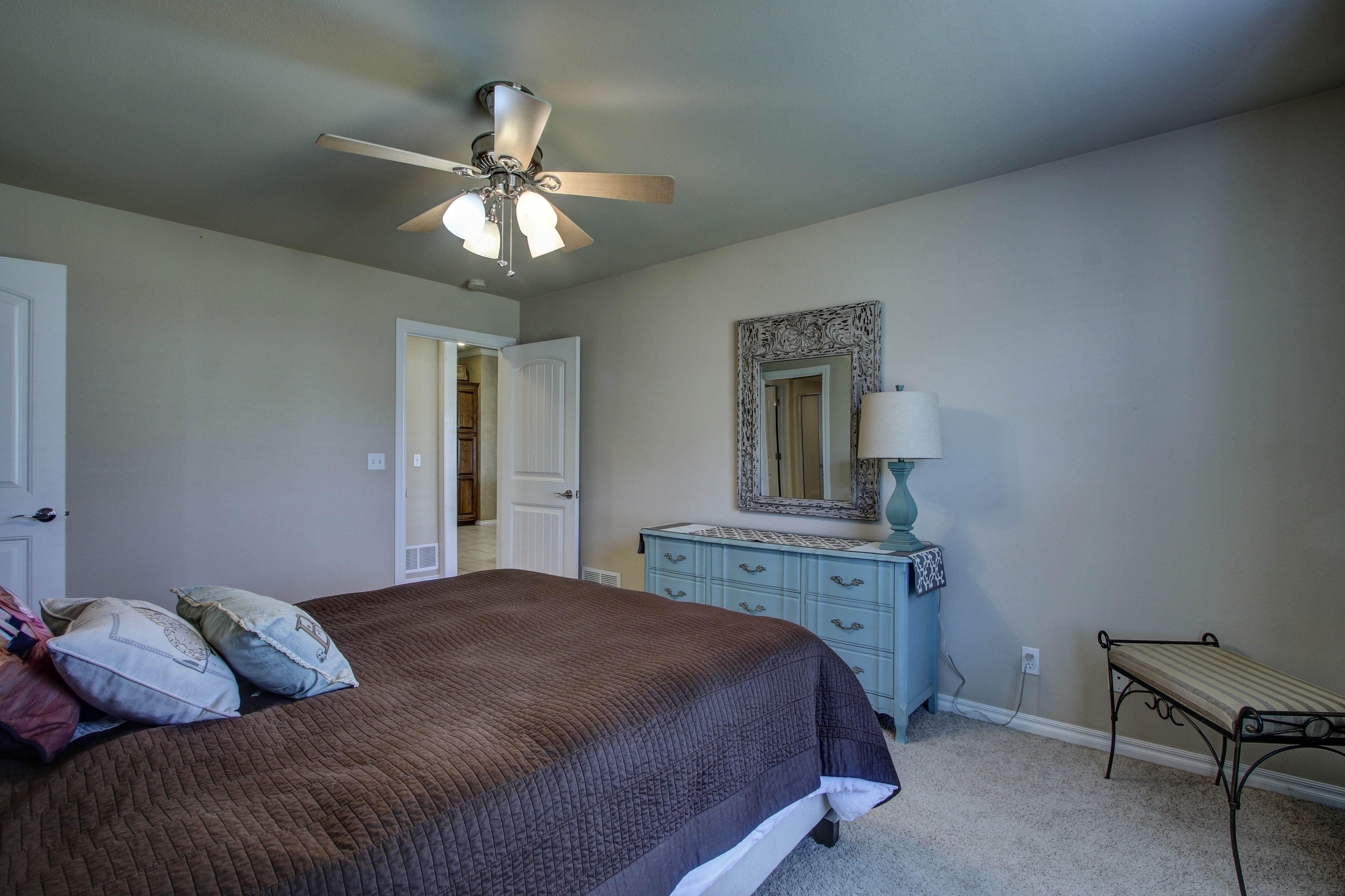919 Willow Creek Drive Property Photo 28