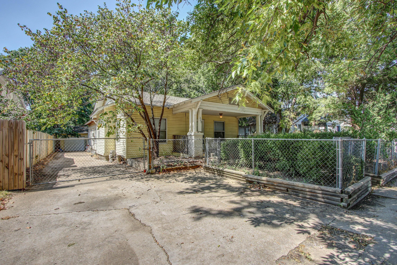 320 S Gillette Avenue Property Photo 1