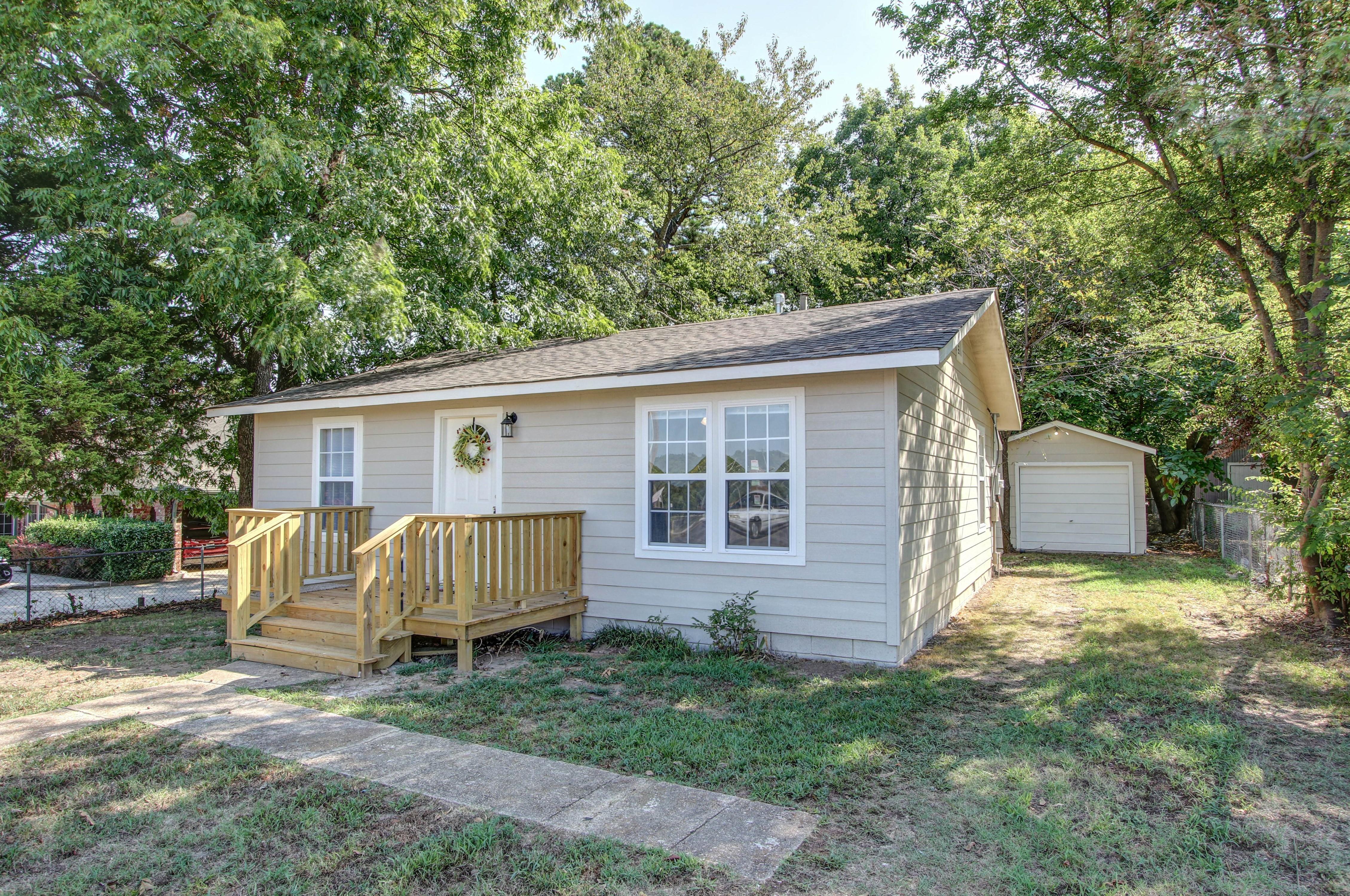 326 N Oak Avenue Property Photo 2