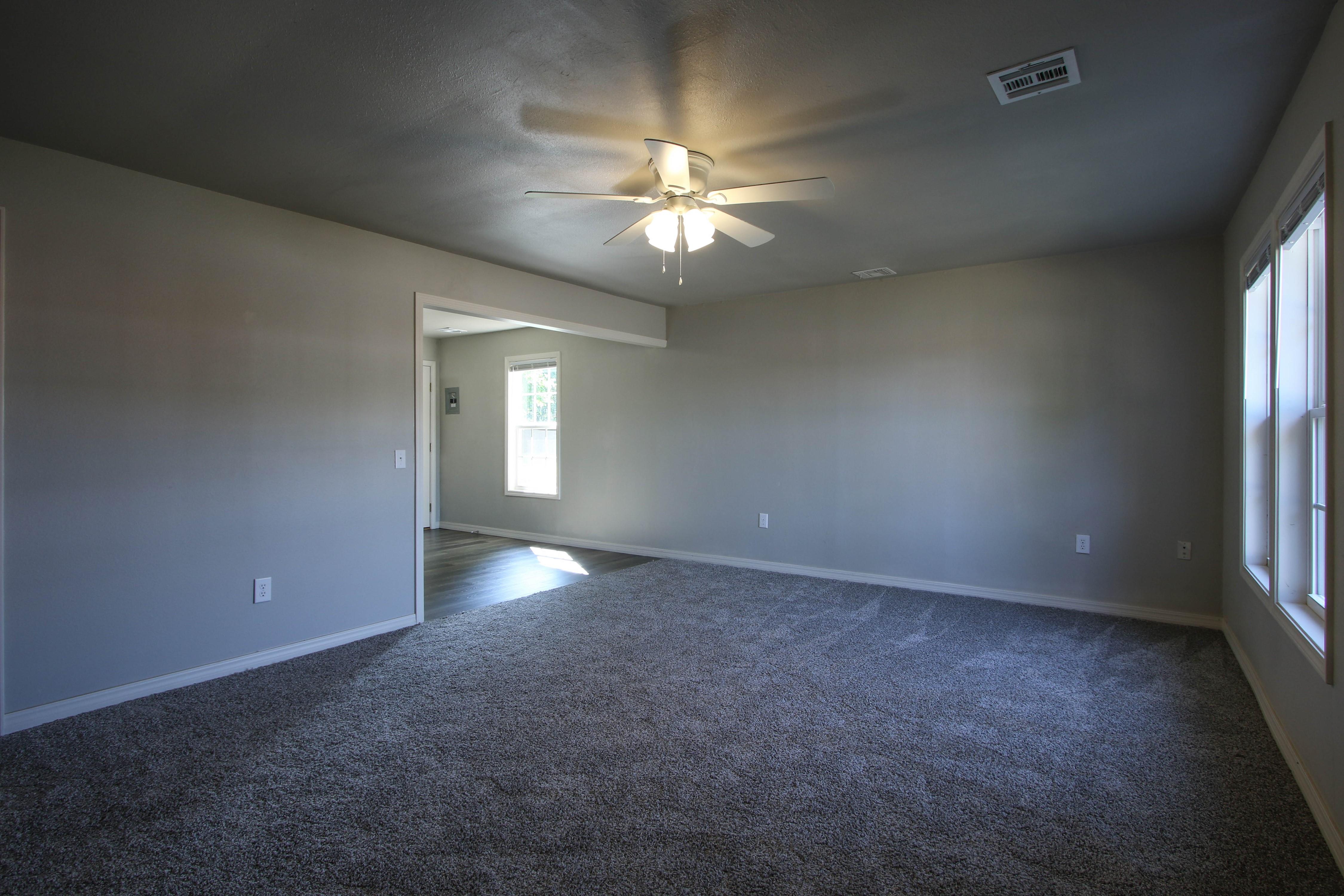326 N Oak Avenue Property Photo 4