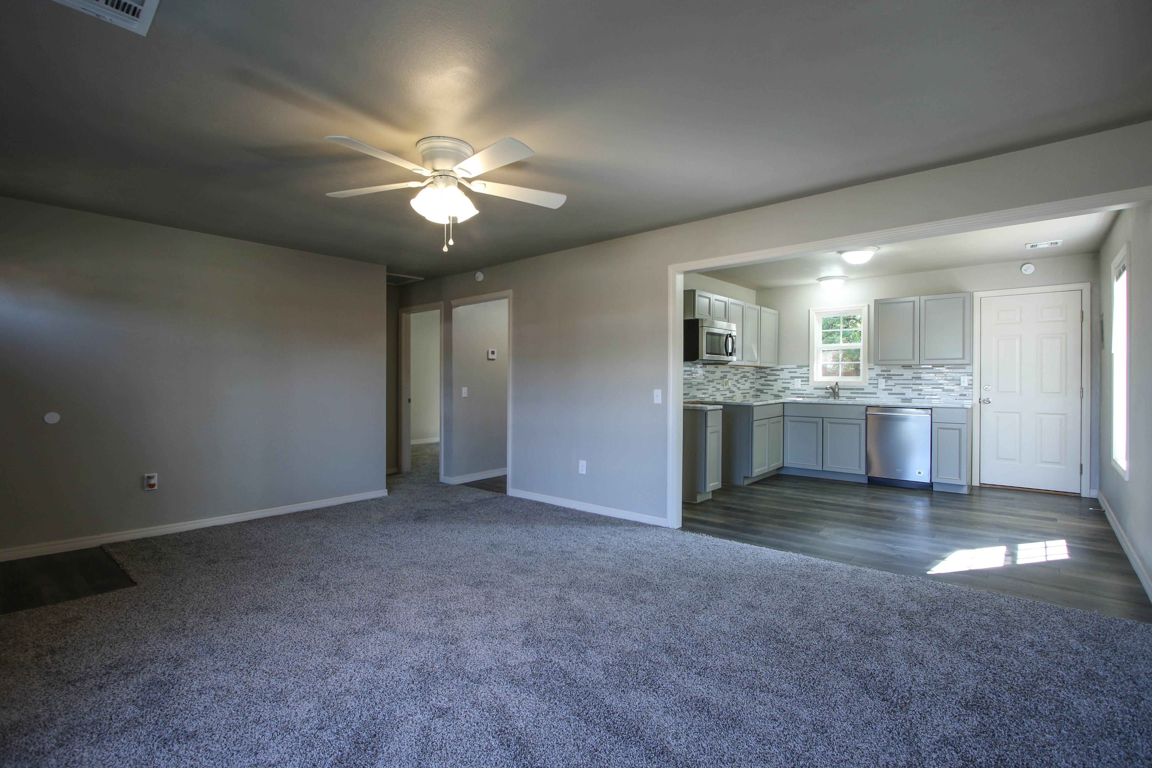 326 N Oak Avenue Property Photo 6