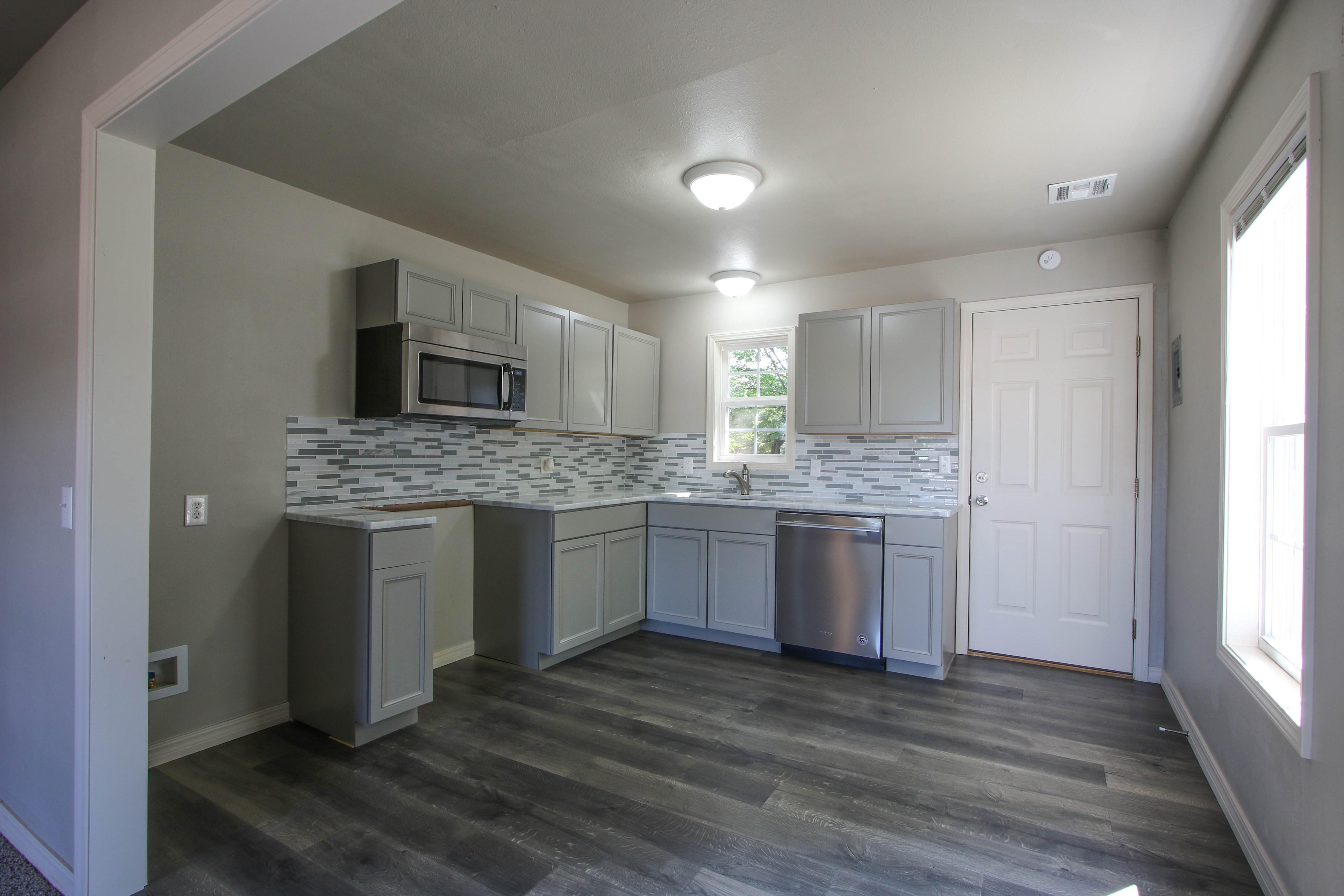 326 N Oak Avenue Property Photo 8