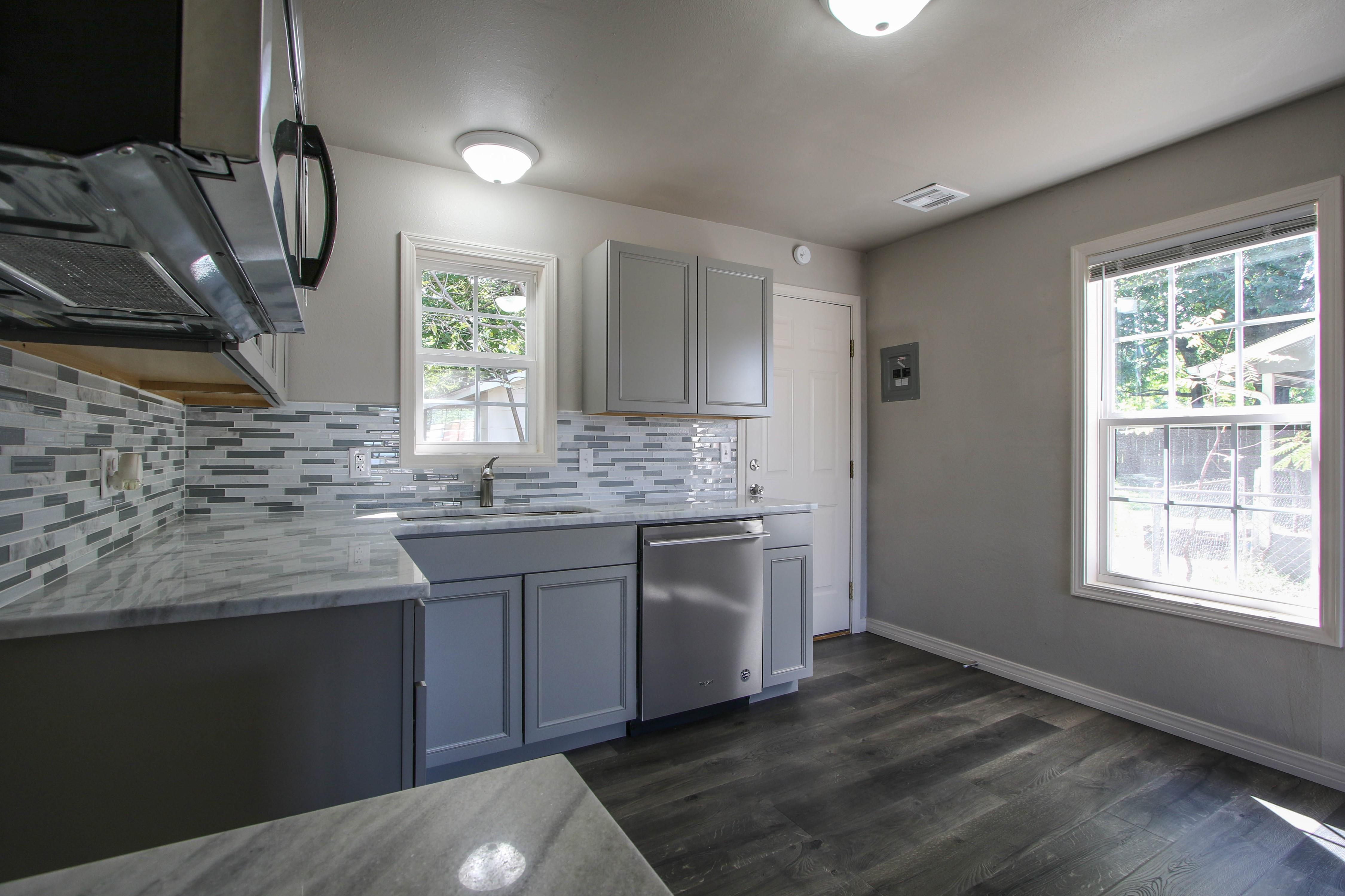 326 N Oak Avenue Property Photo 11