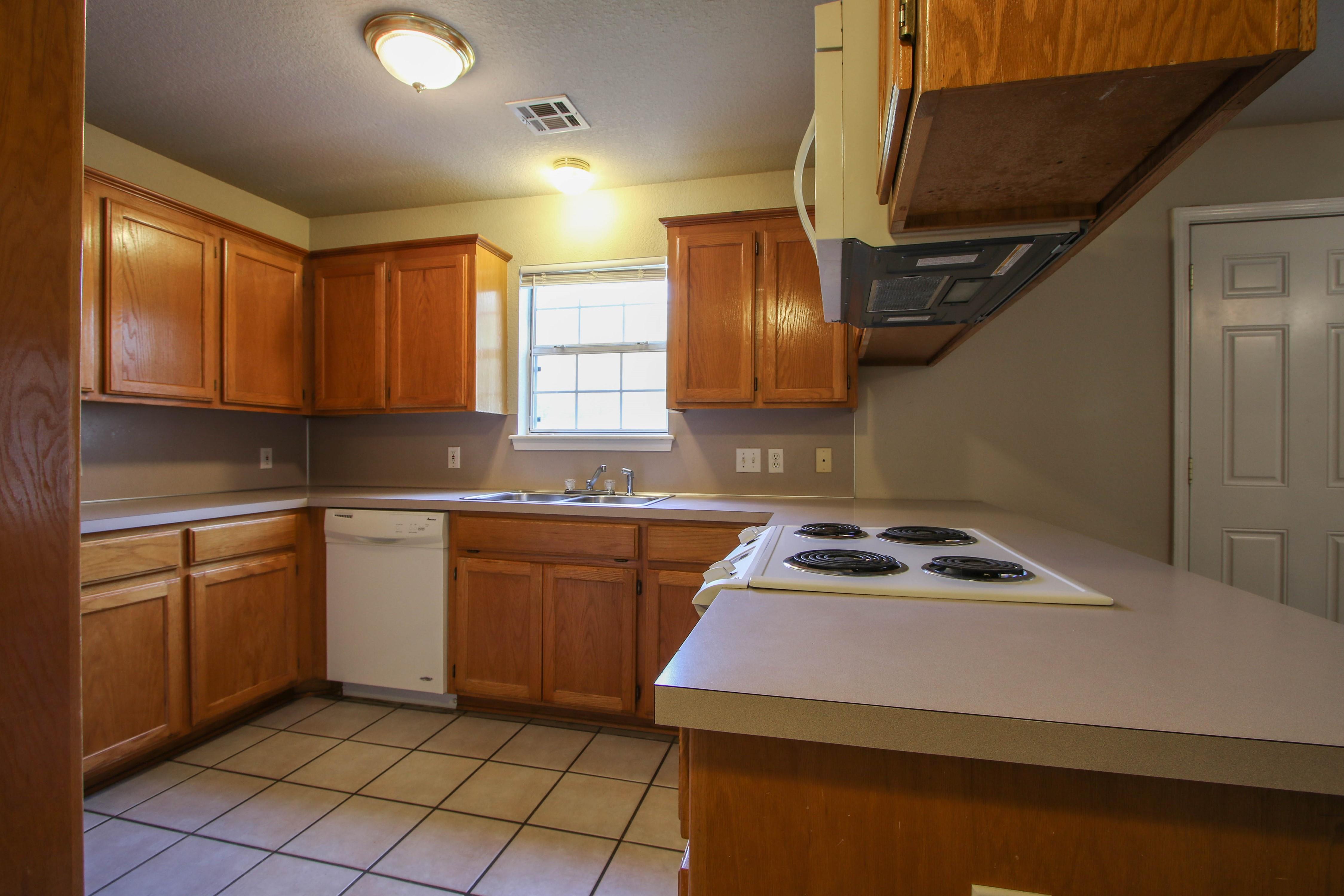 8723 E 60th Place Property Photo 12