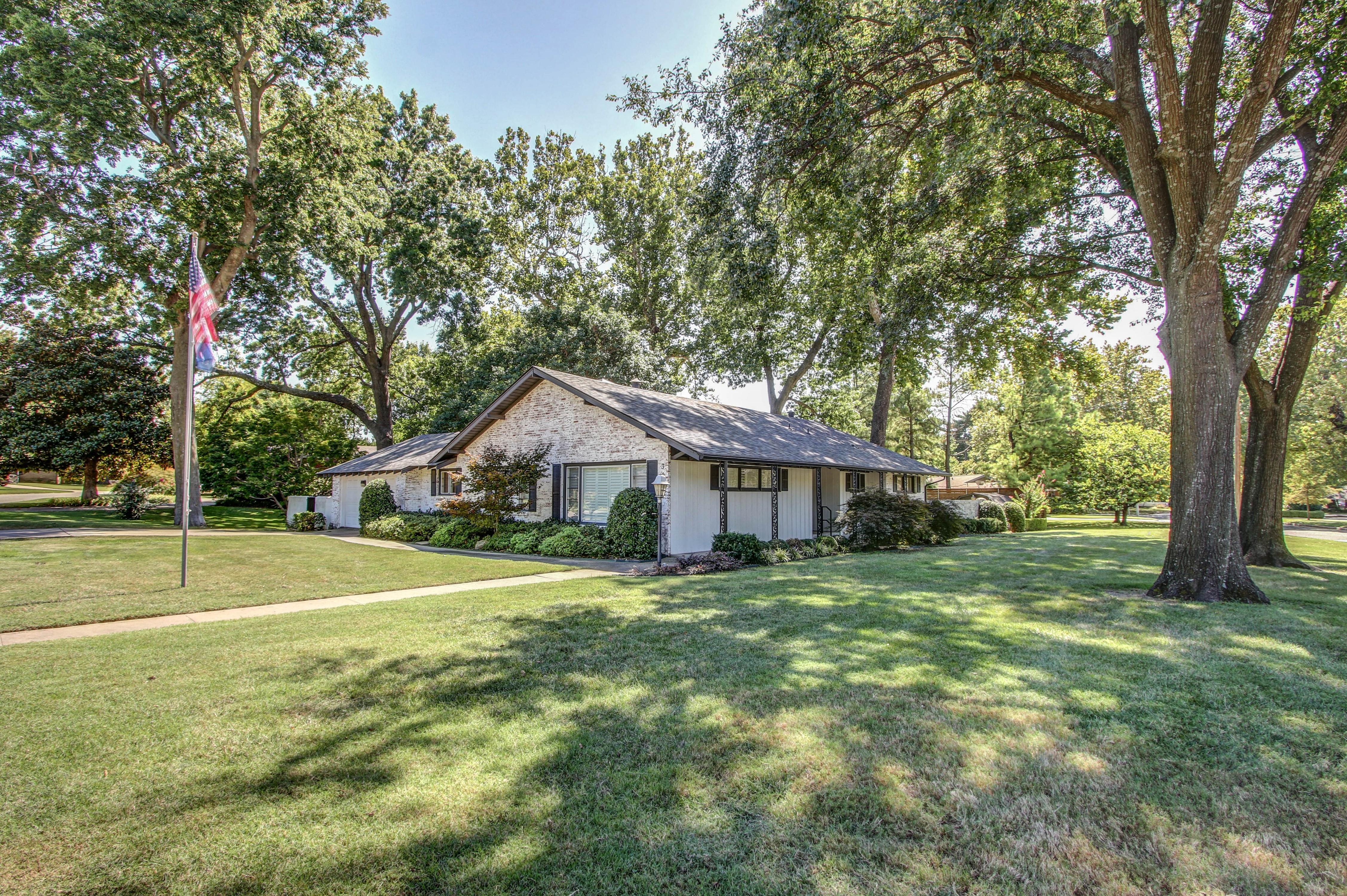3136 E 38th Street Property Photo 6