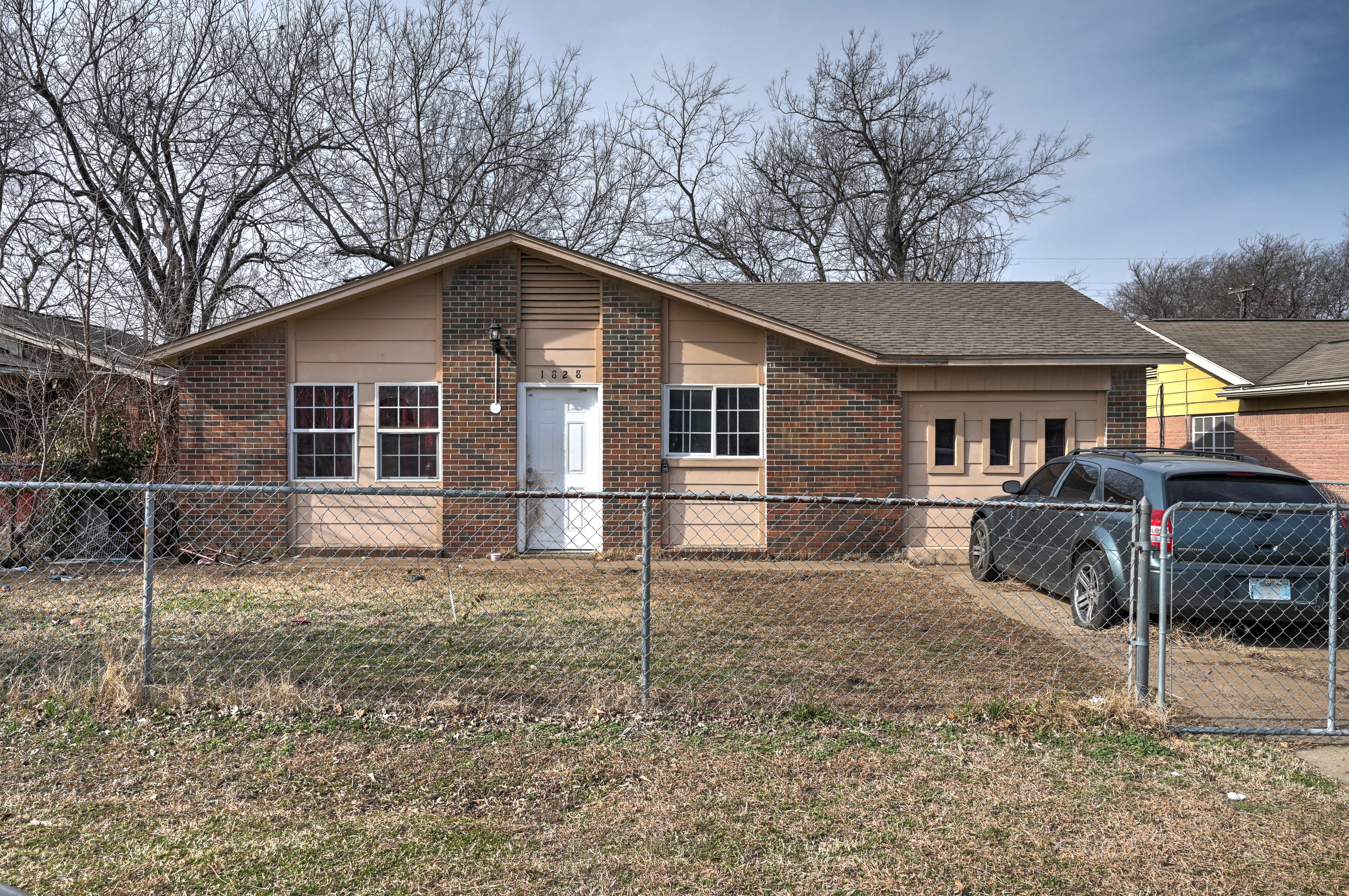 1828 N Quaker Avenue Property Photo 1