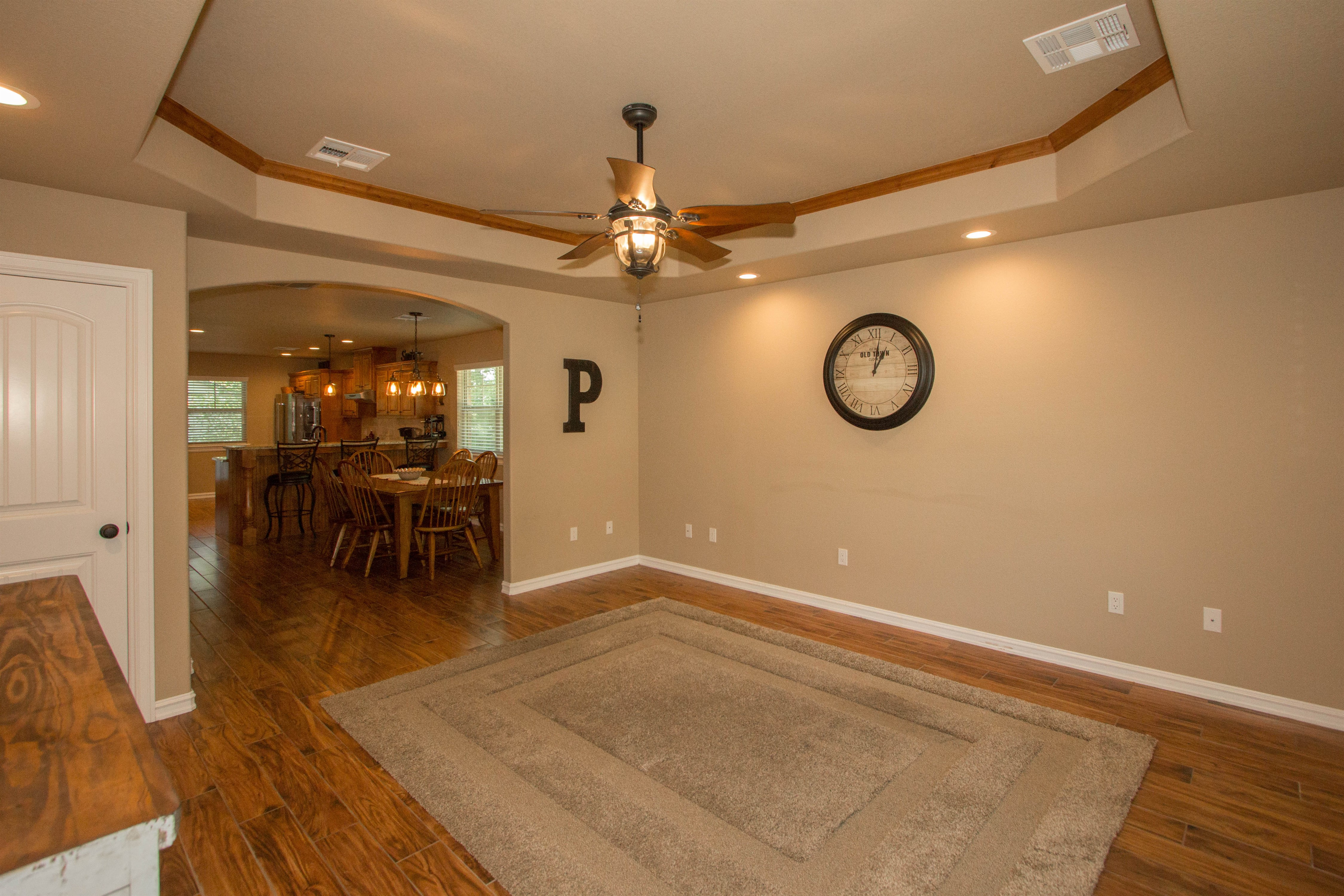 824 W Roosevelt Avenue Property Photo 5