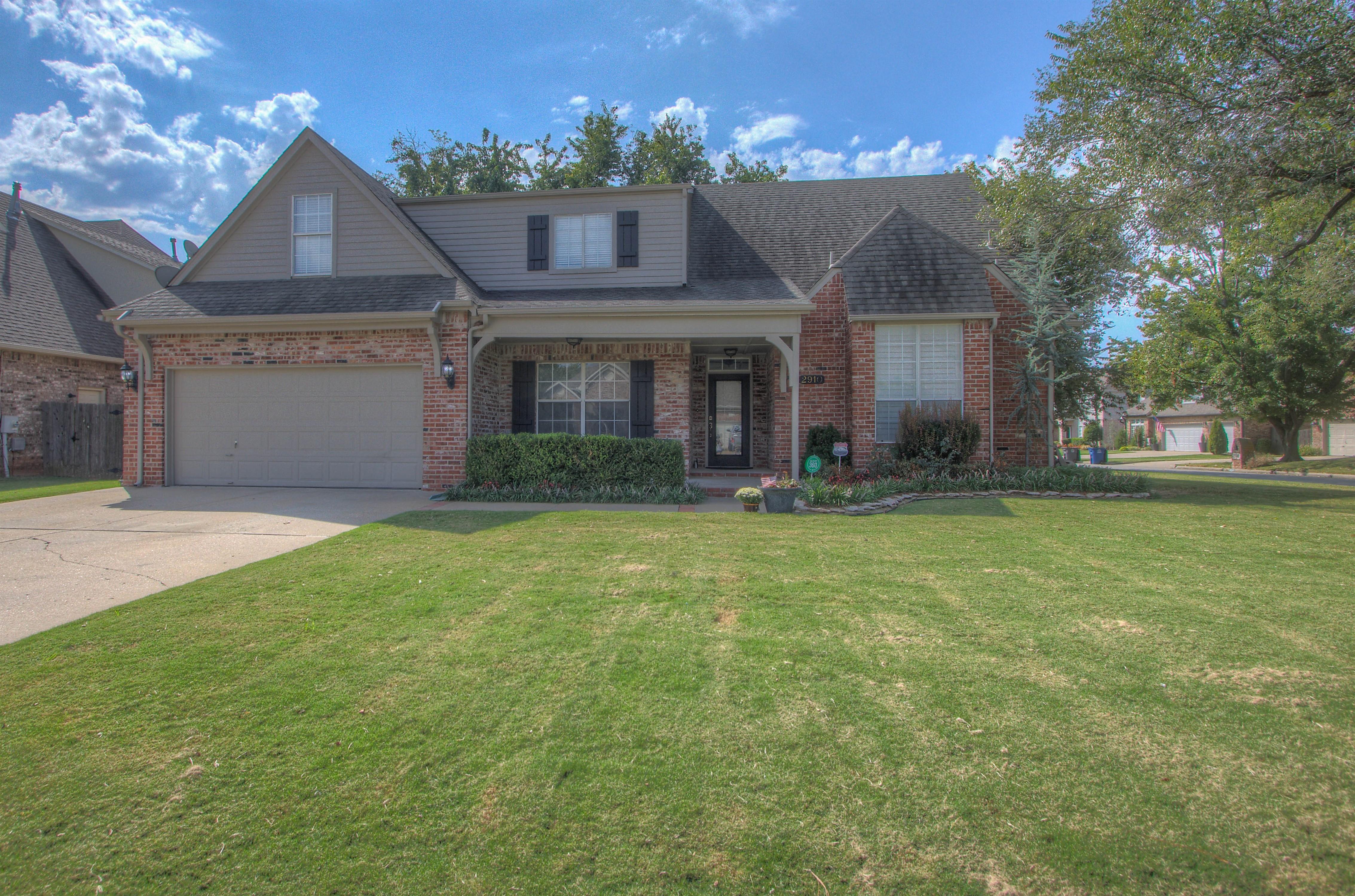2910 E 101st Place Property Photo 1
