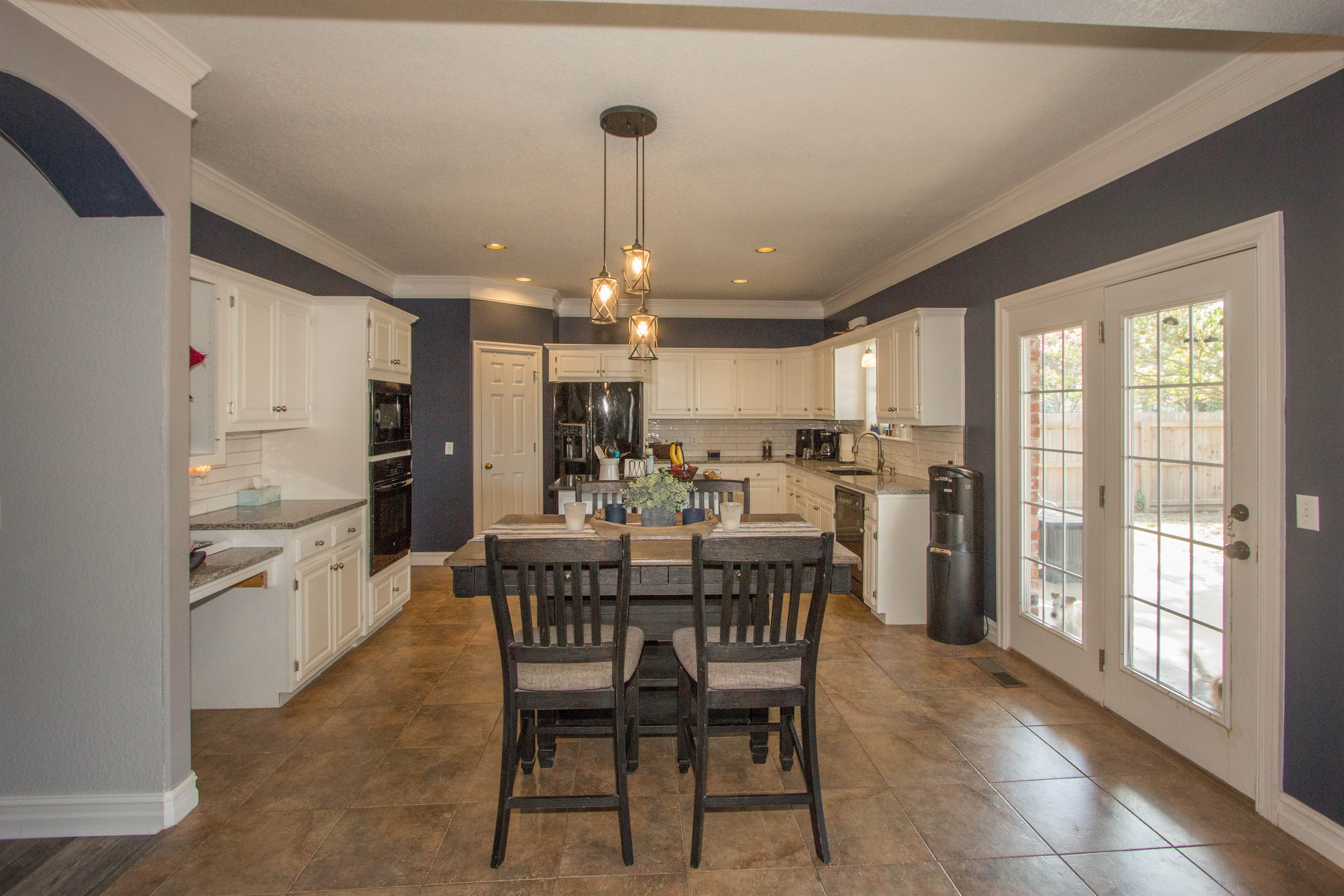 2910 E 101st Place Property Photo 5