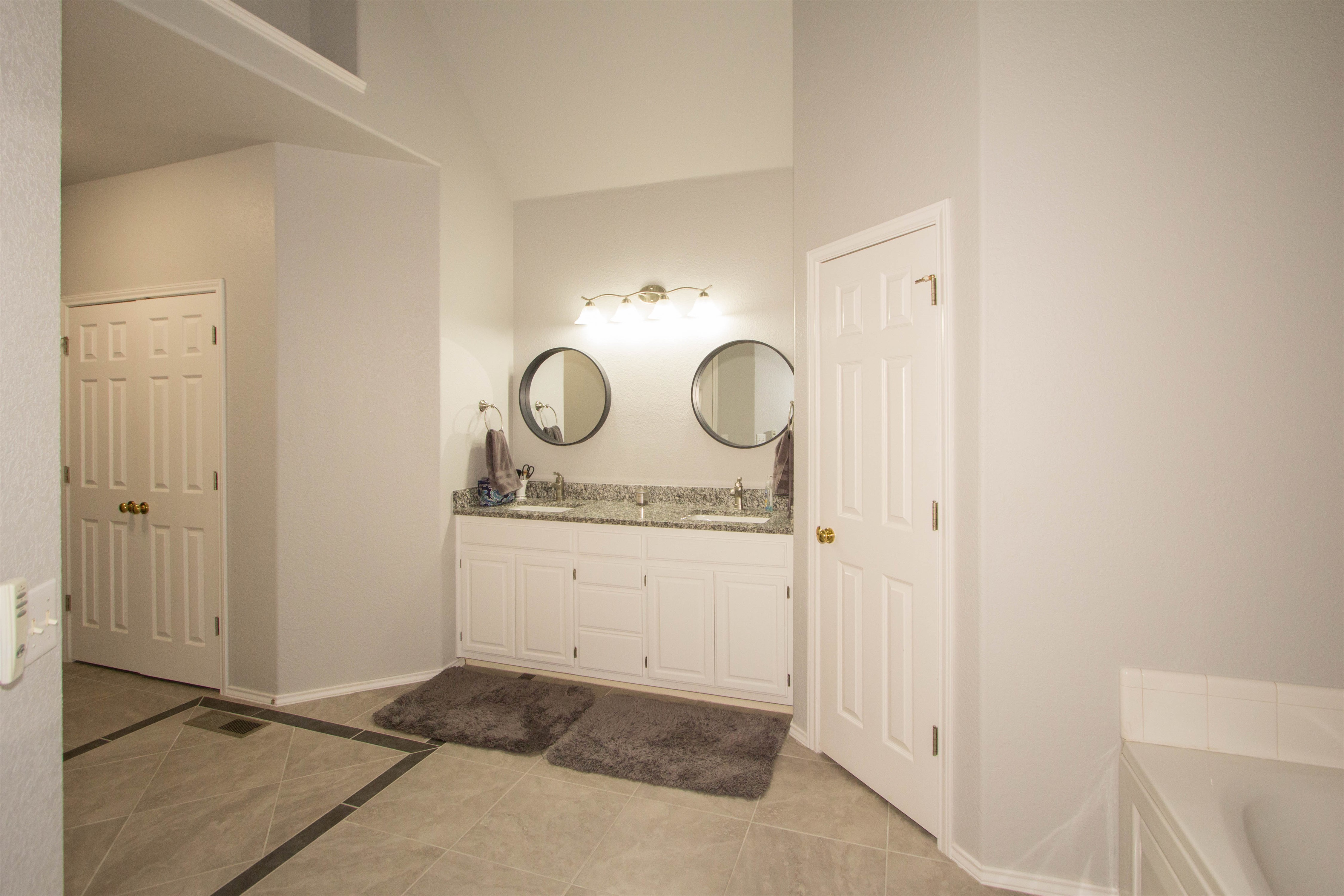 2910 E 101st Place Property Photo 17