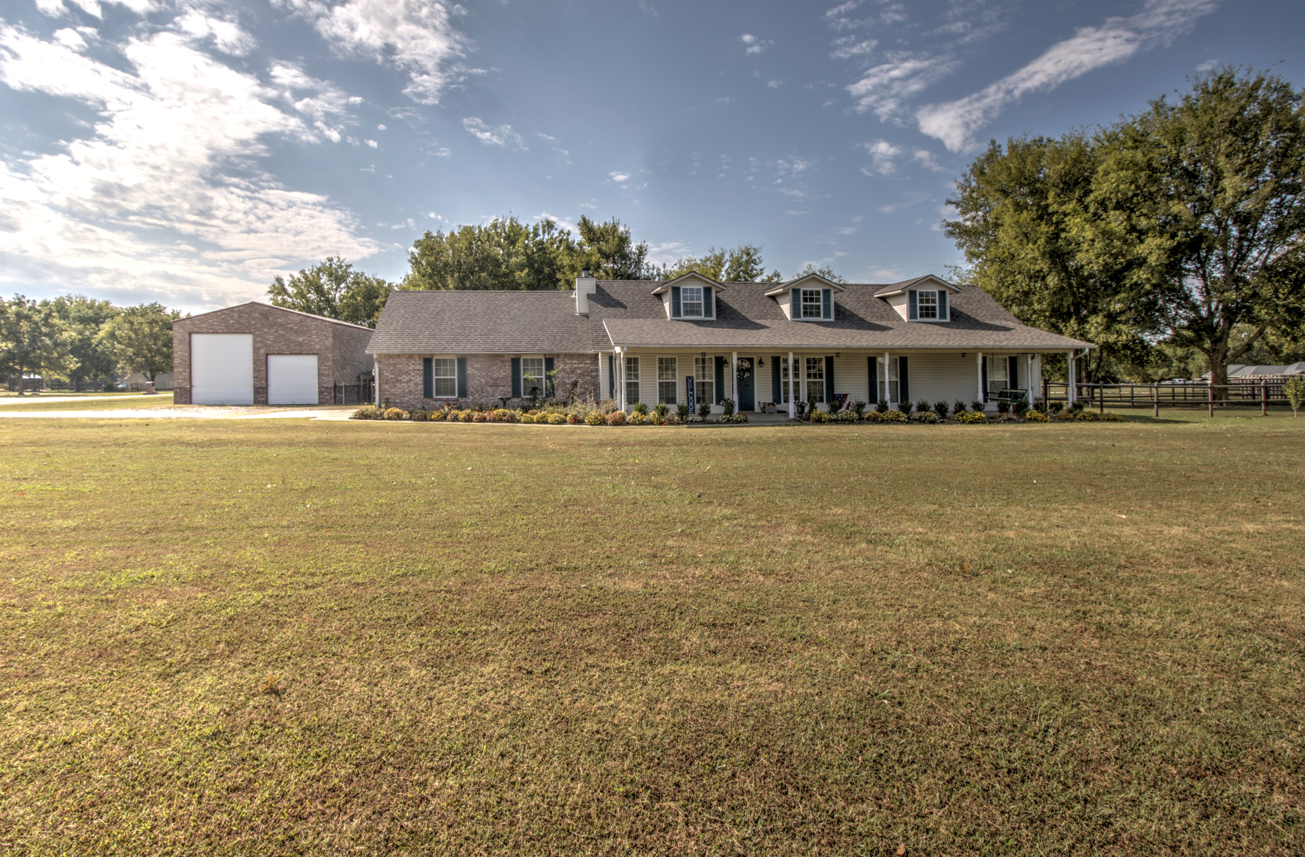 20522 S Ridgefield Circle Property Photo 1