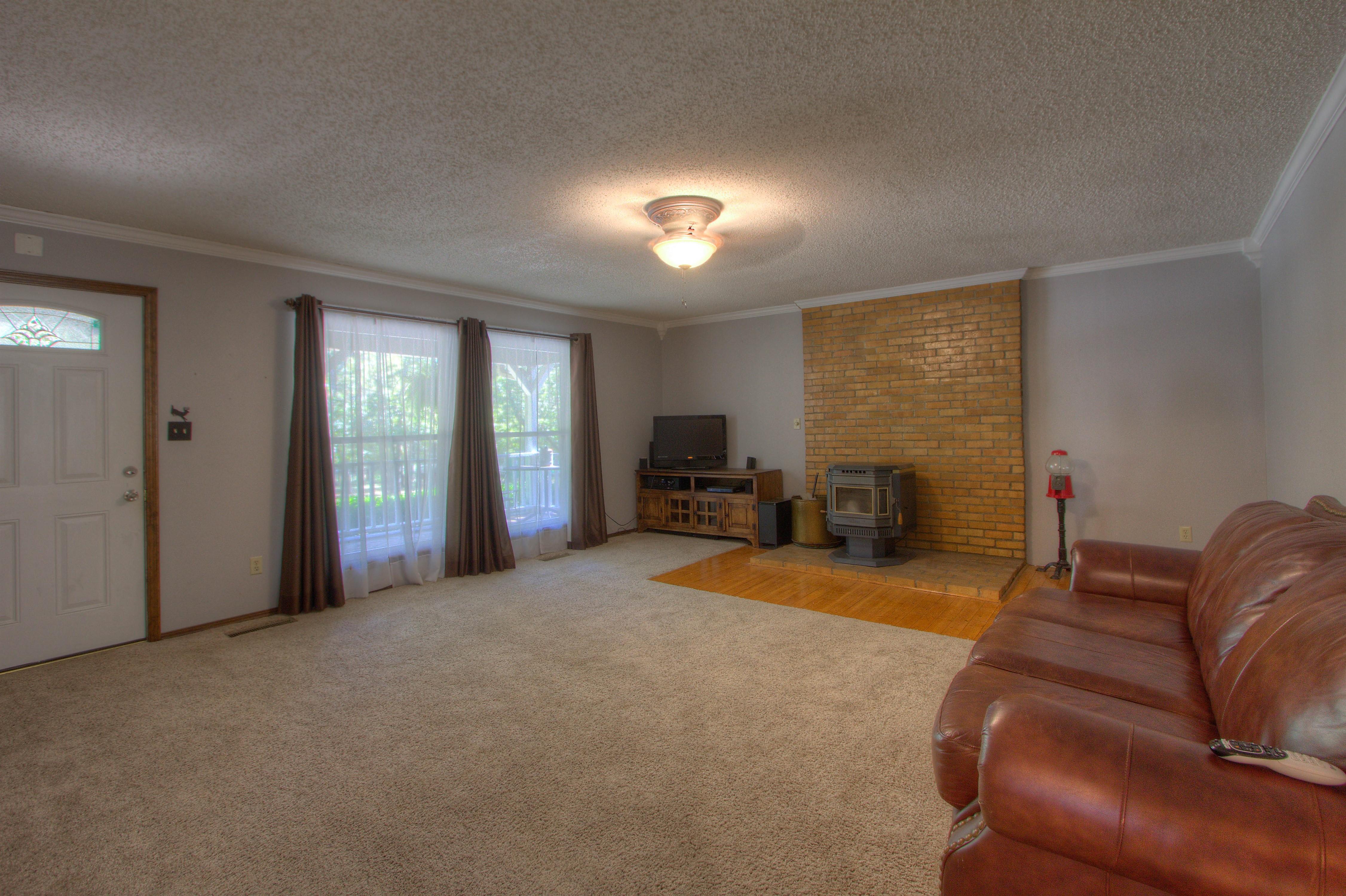 2095 N 255th Road Property Photo 2