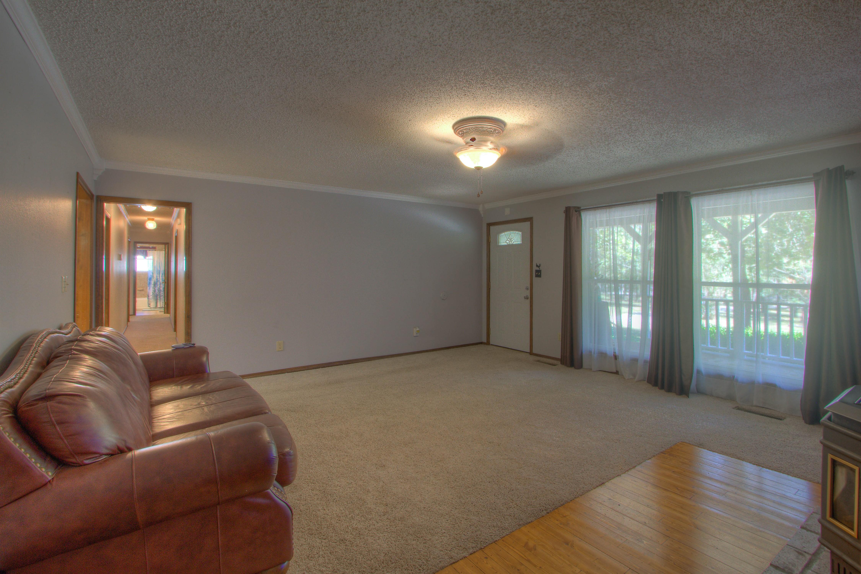 2095 N 255th Road Property Photo 3