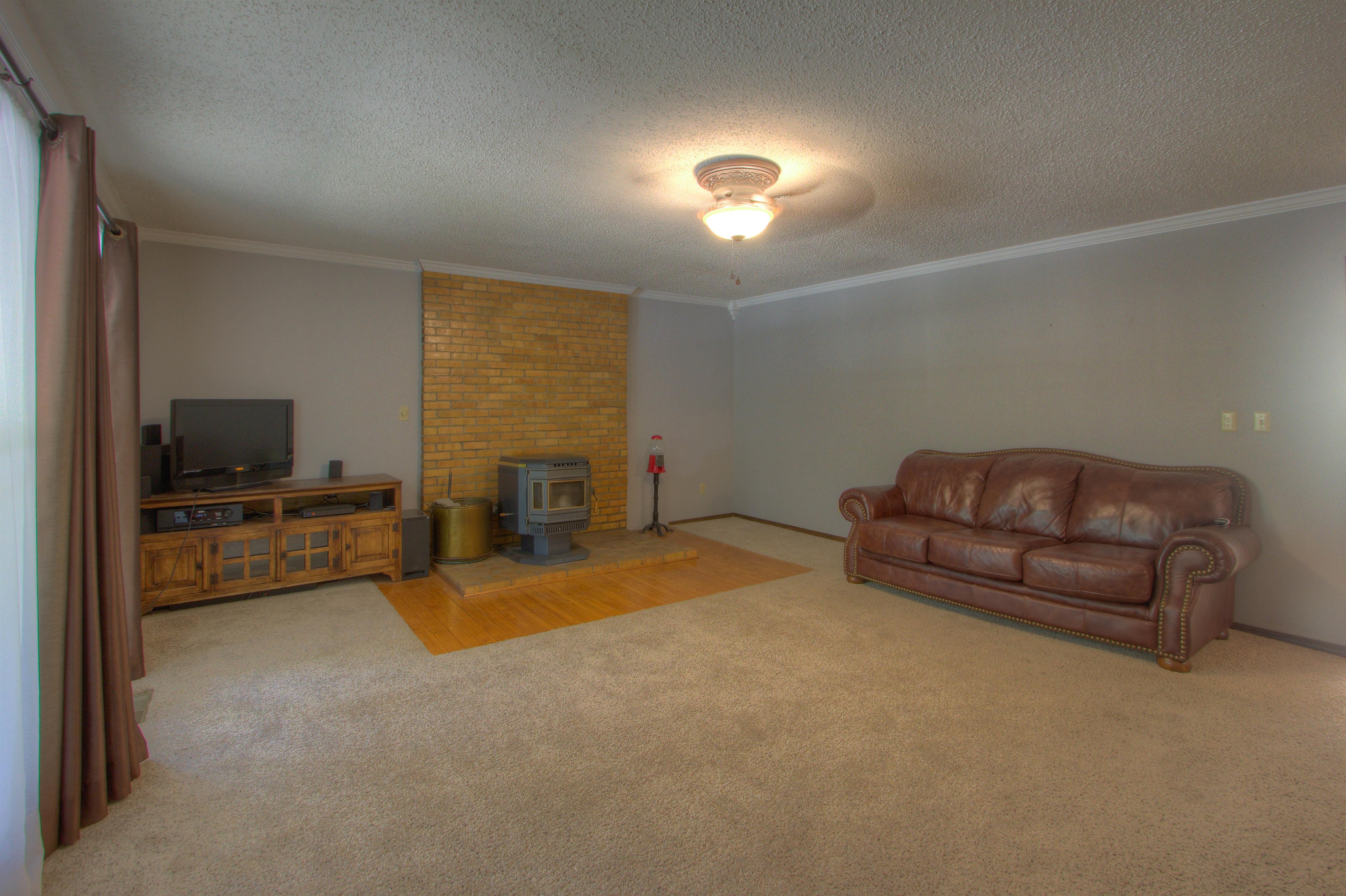 2095 N 255th Road Property Photo 4