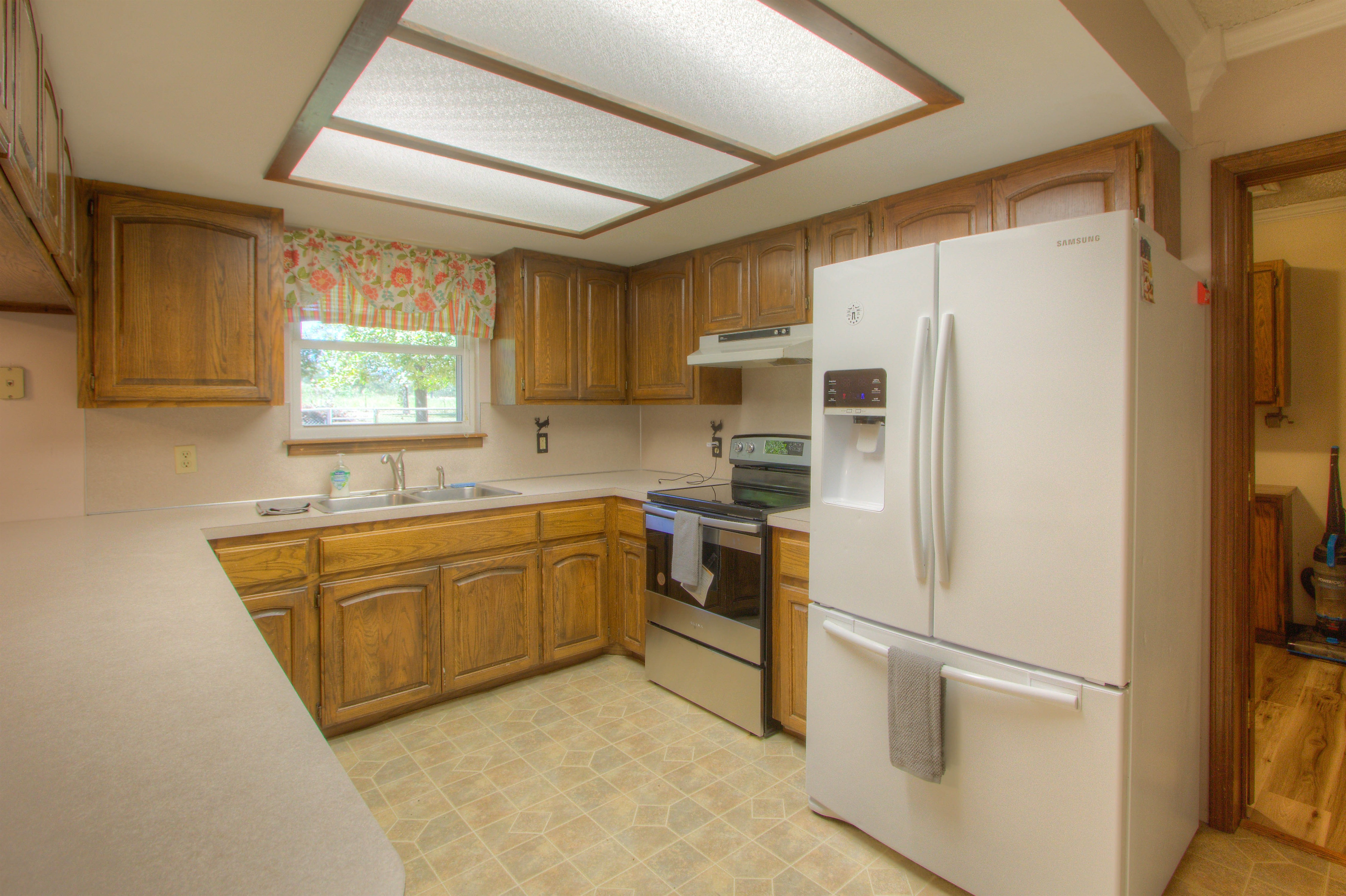 2095 N 255th Road Property Photo 6