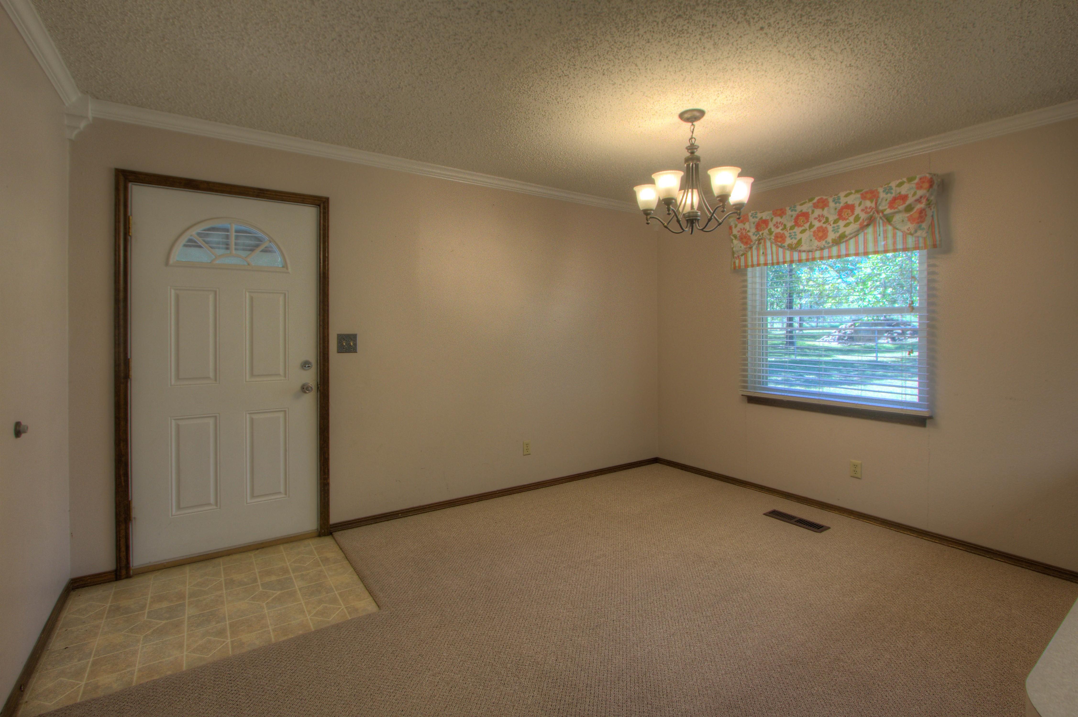 2095 N 255th Road Property Photo 7