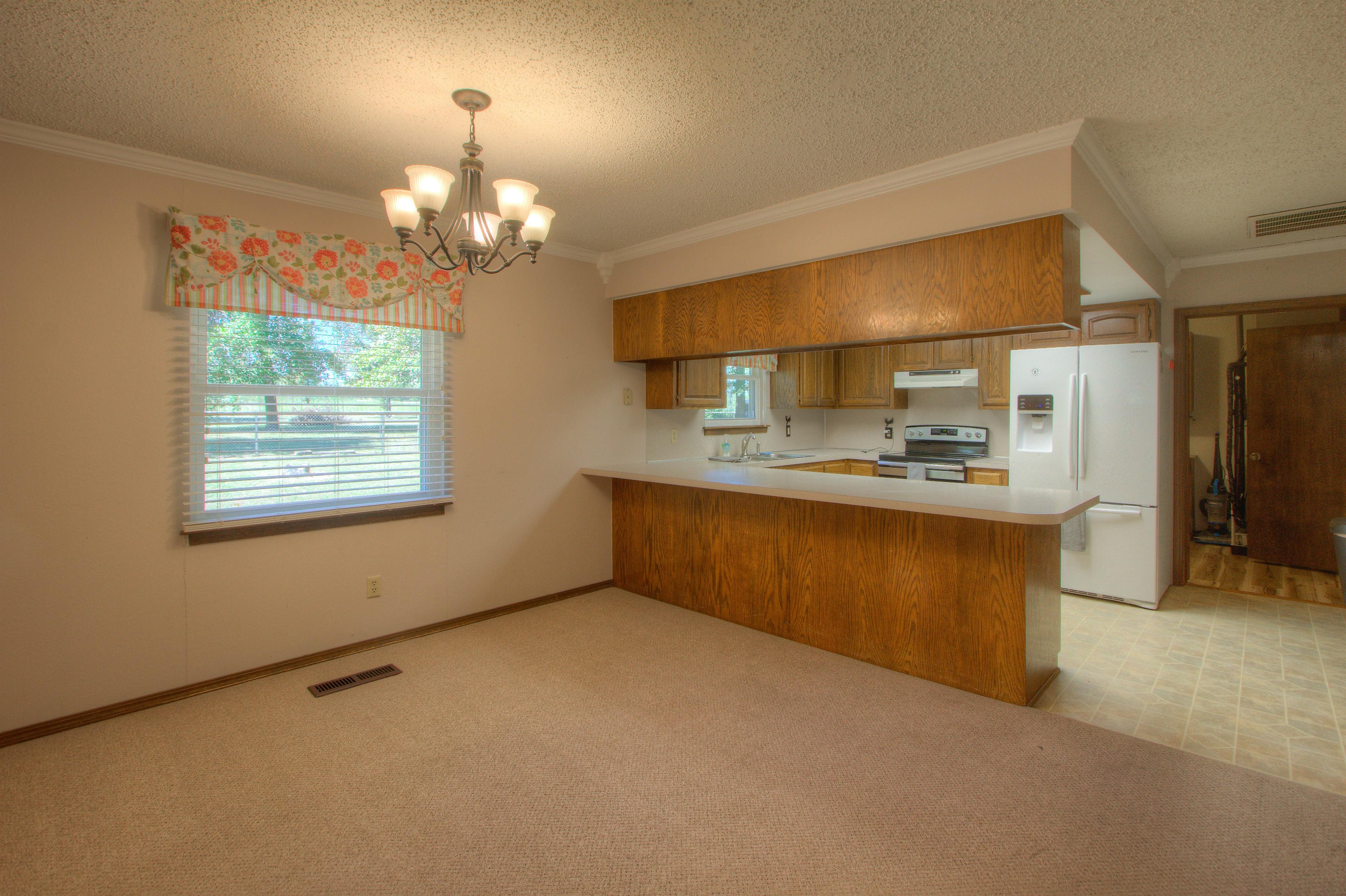 2095 N 255th Road Property Photo 8