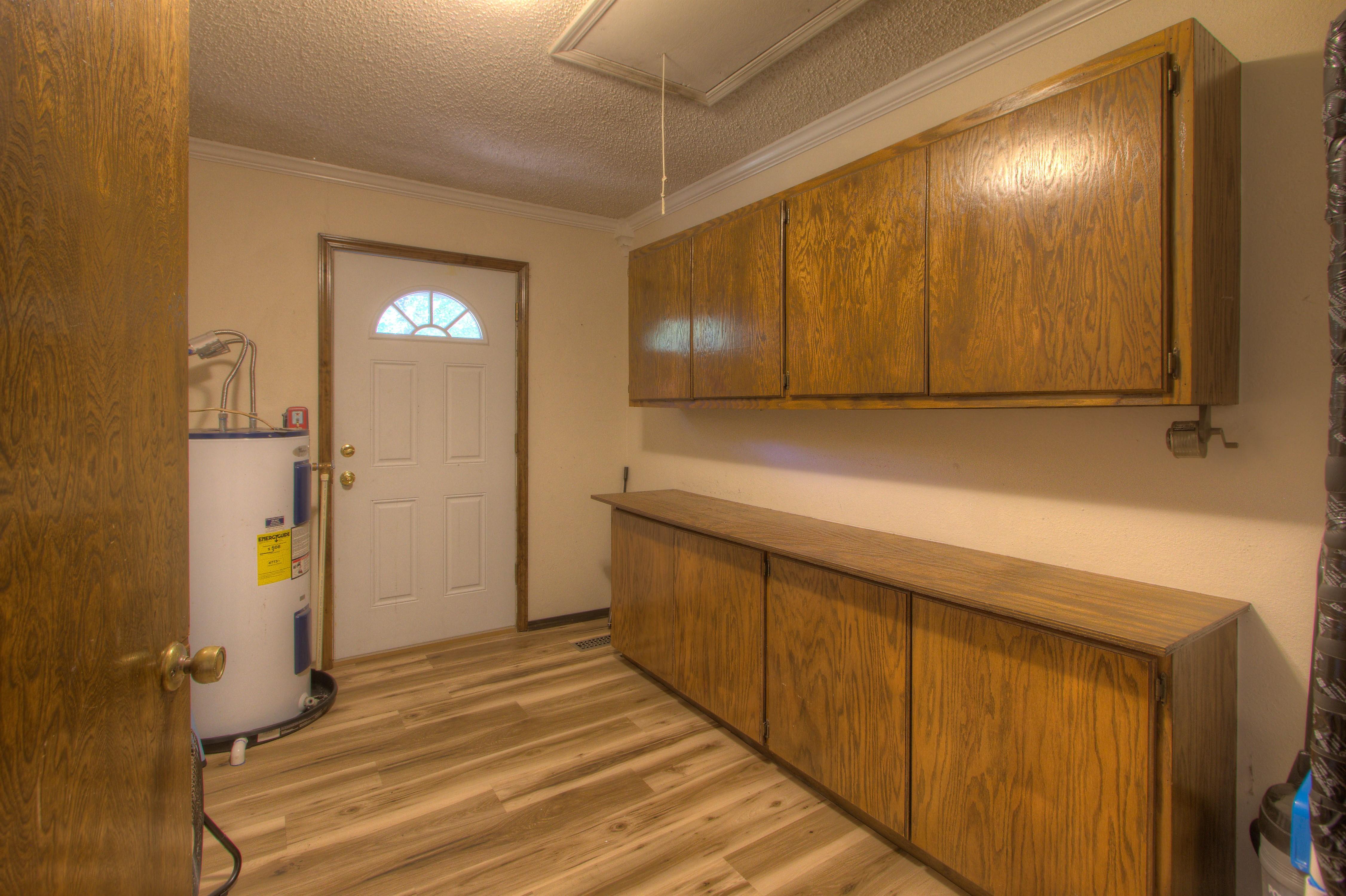 2095 N 255th Road Property Photo 9