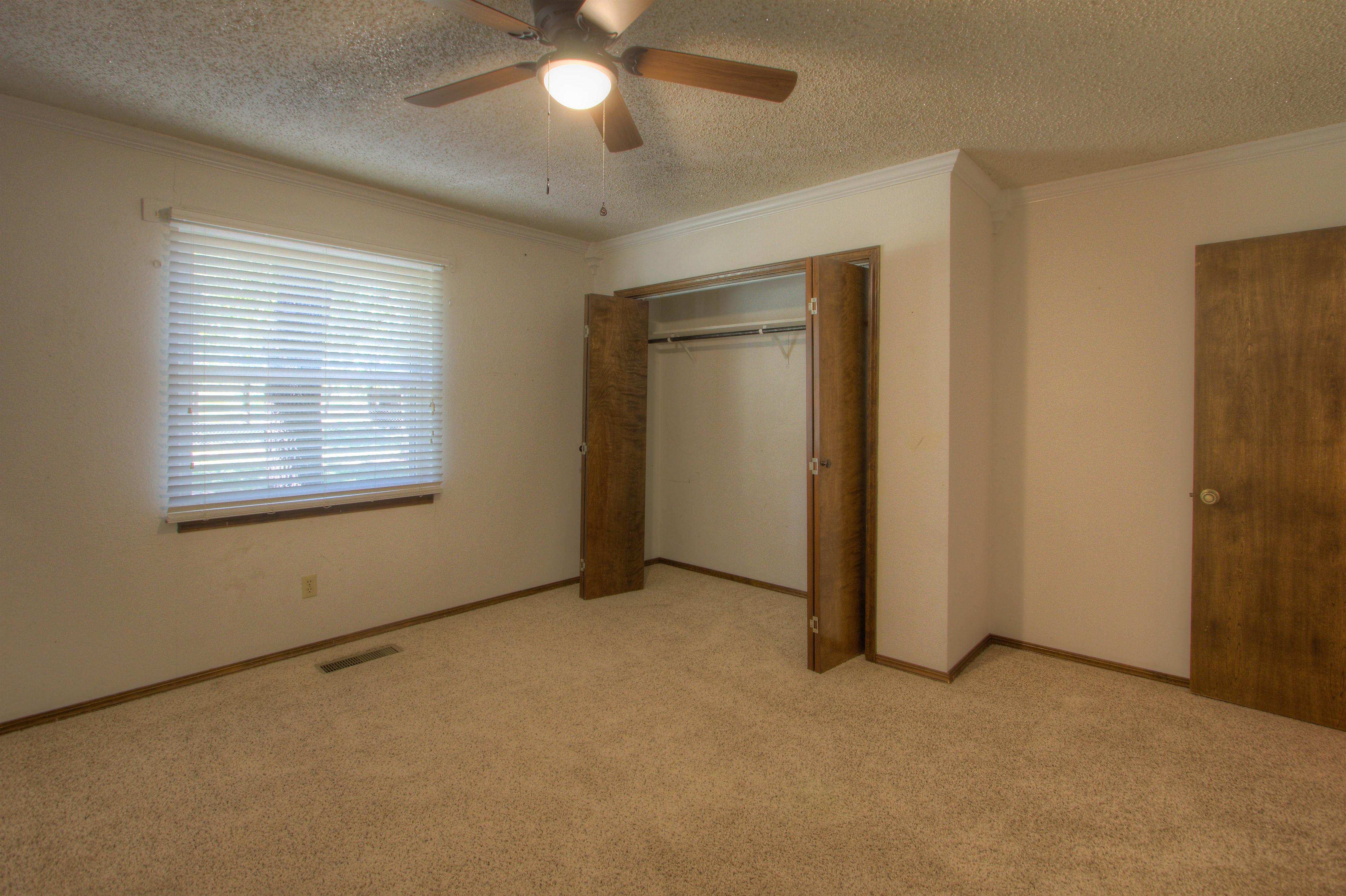 2095 N 255th Road Property Photo 14