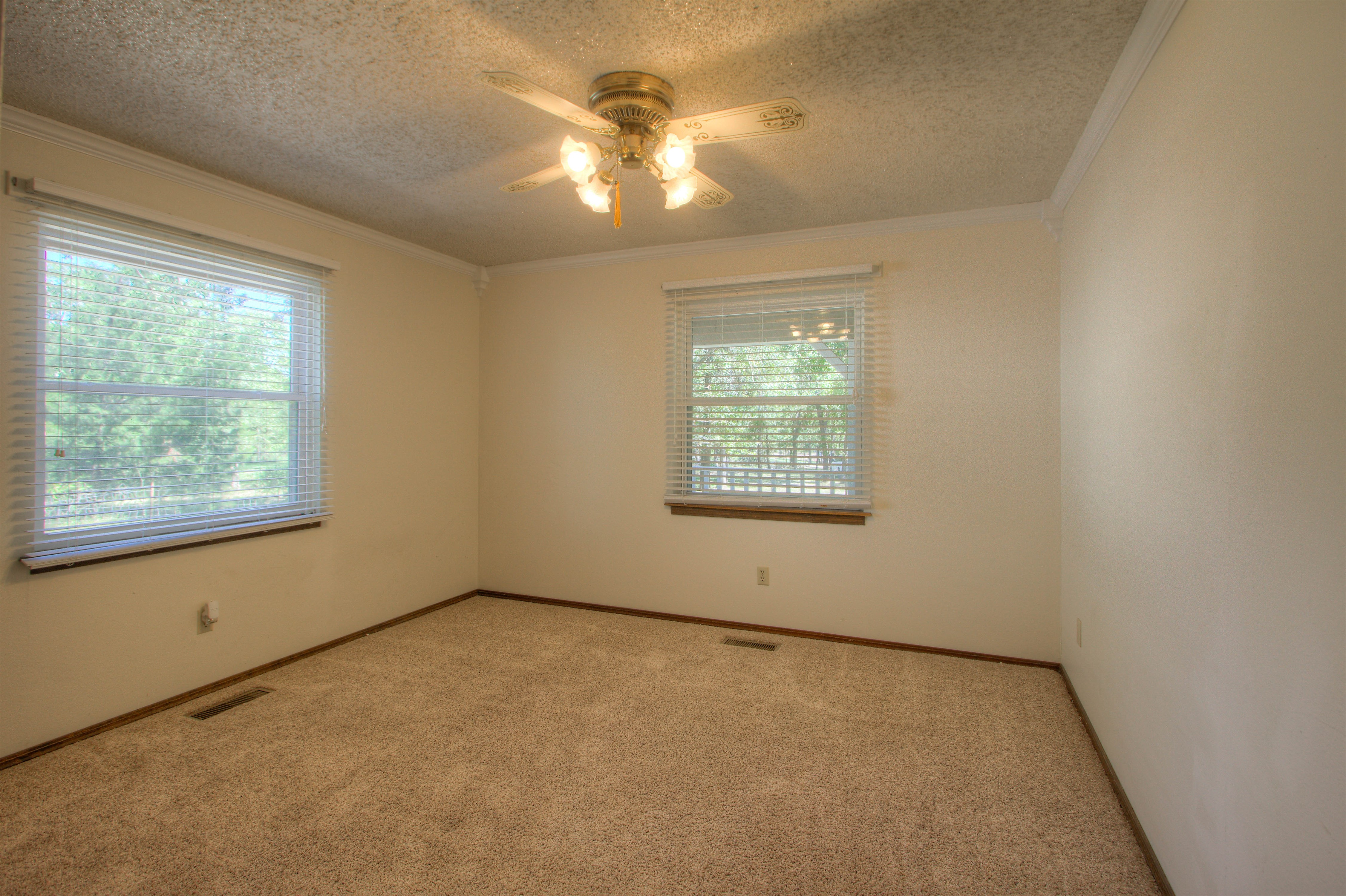 2095 N 255th Road Property Photo 18
