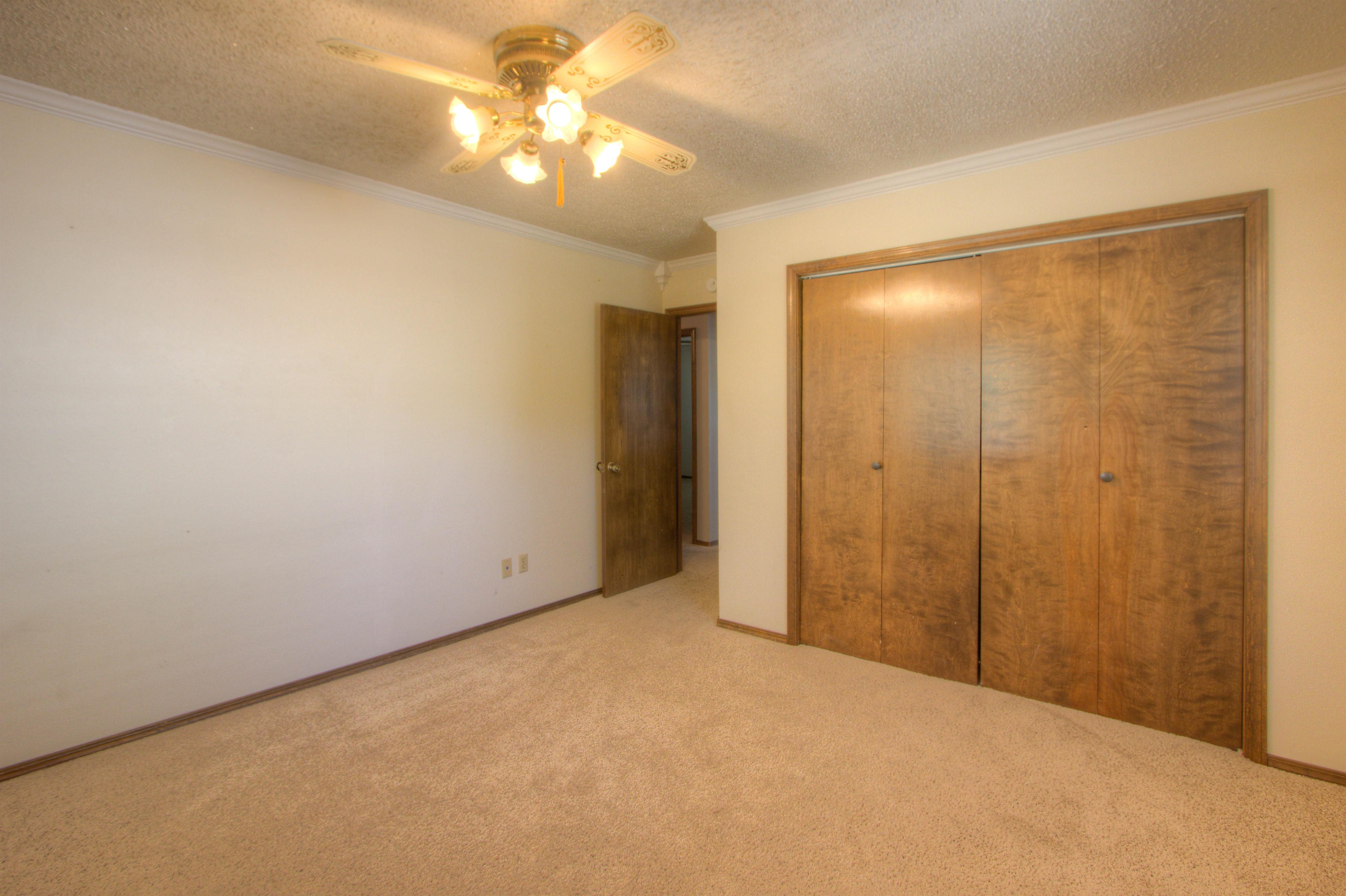 2095 N 255th Road Property Photo 19