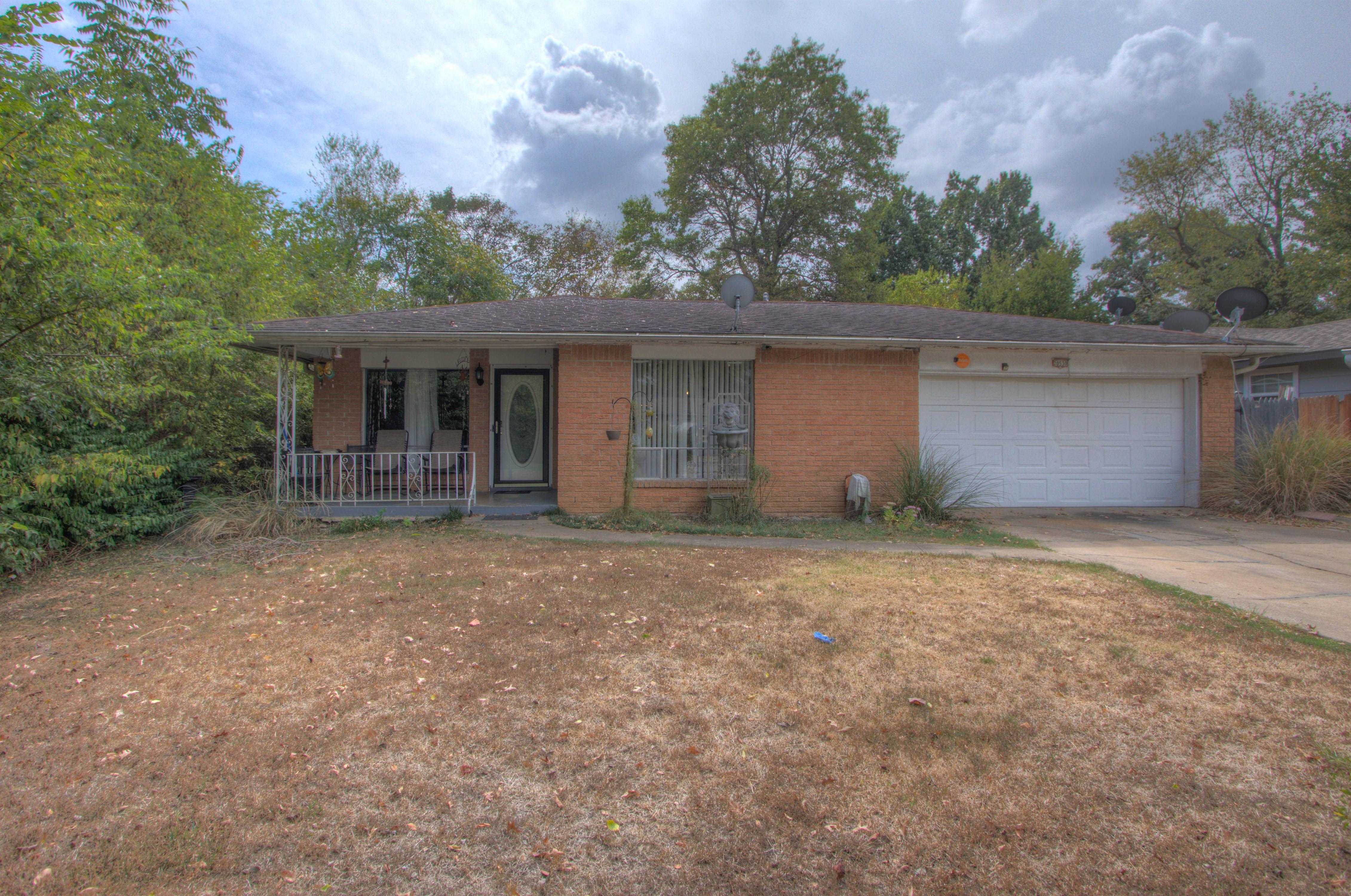 20530 E 2nd Street Property Photo 1