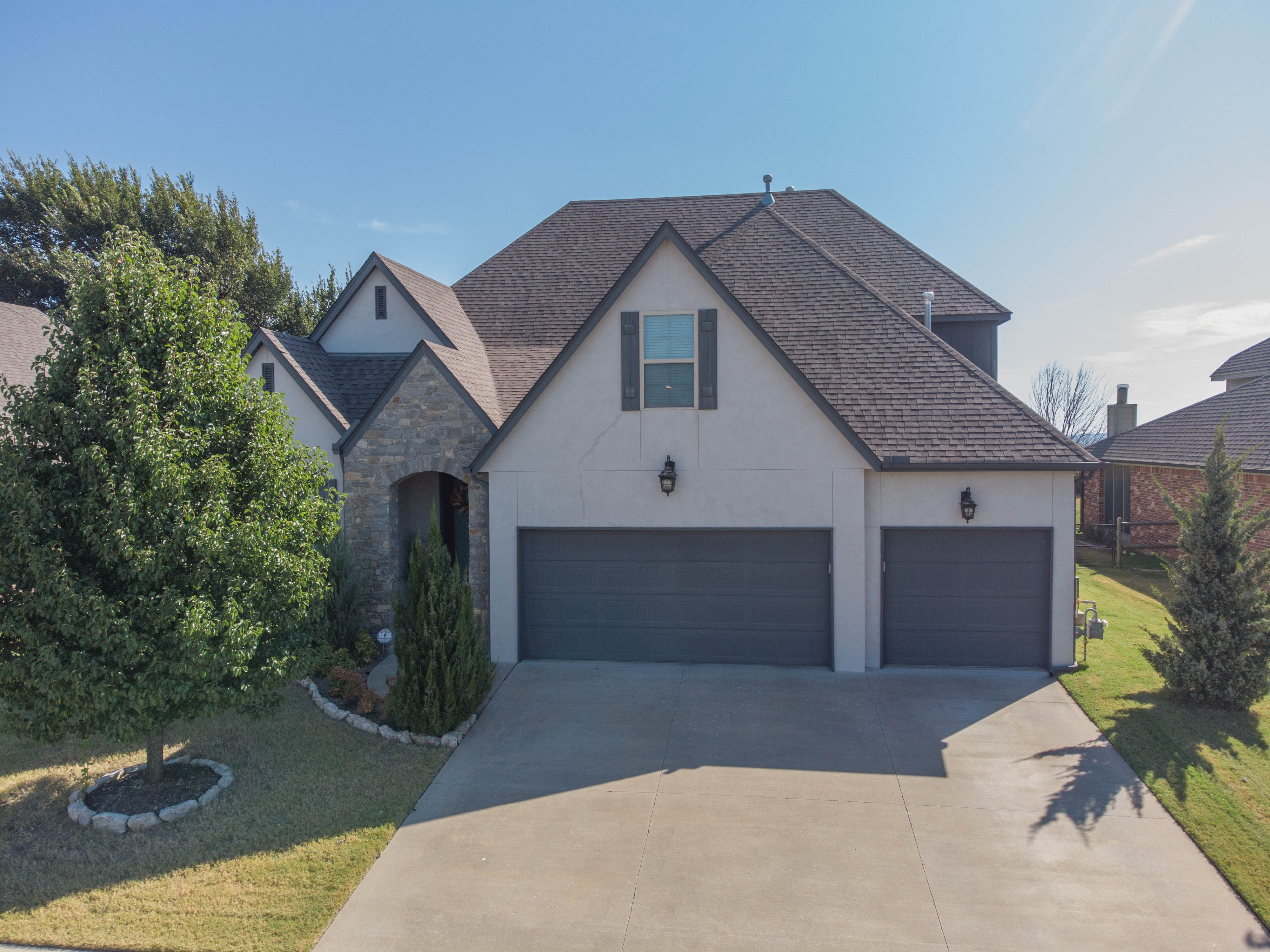 14351 S Lakewood Avenue Property Photo 1