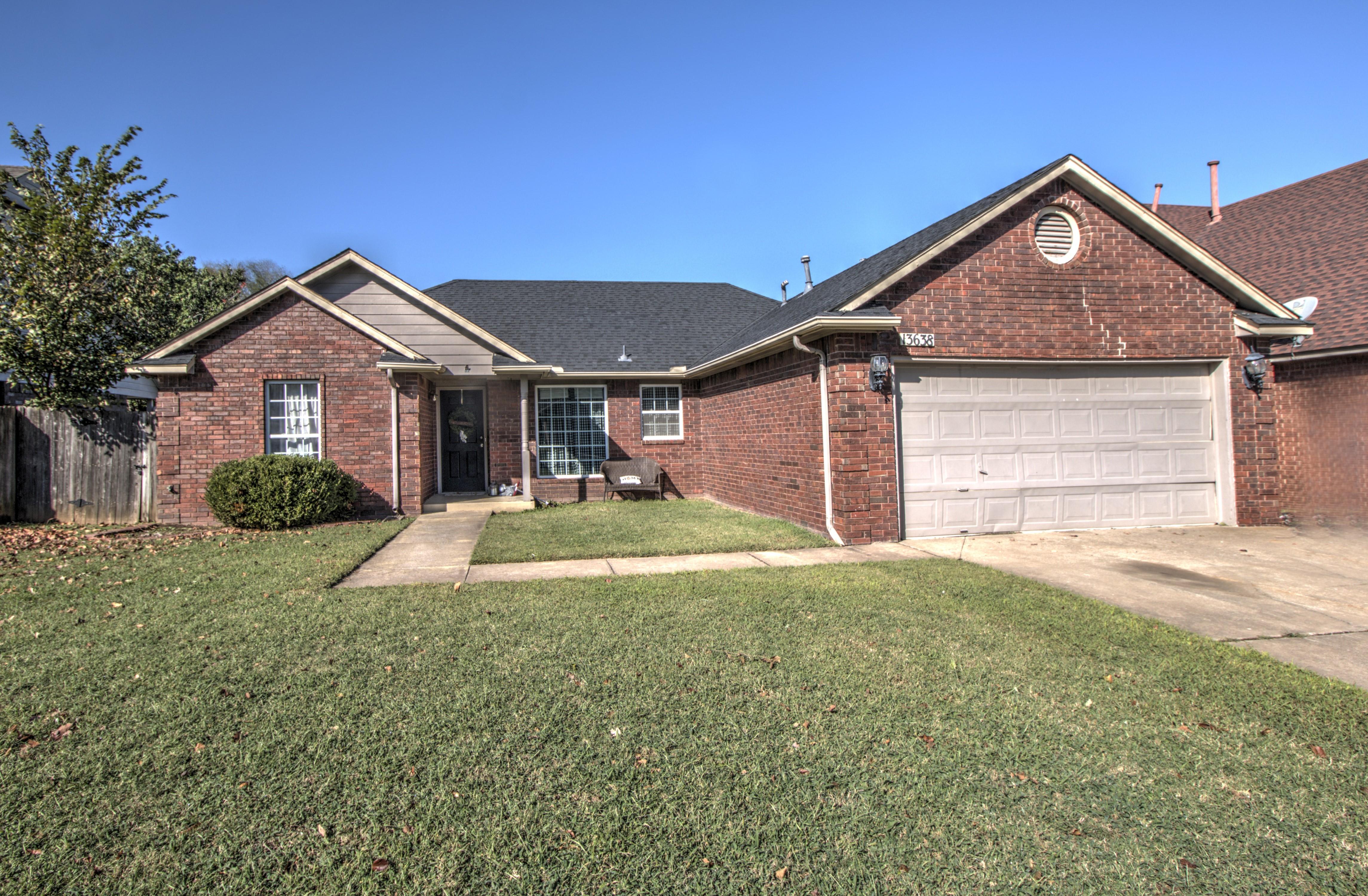 13638 S Oak Street Property Photo 1