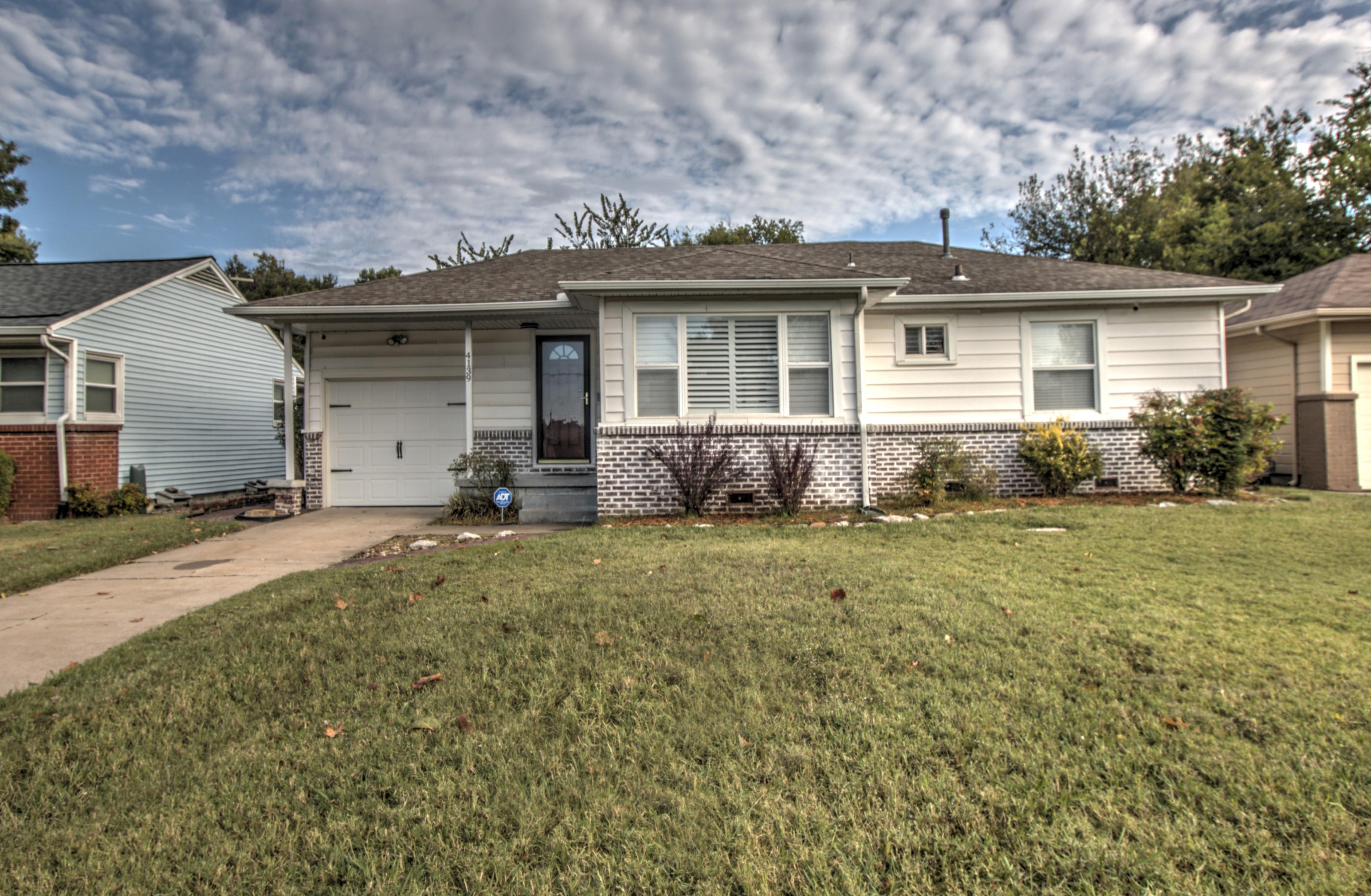 4139 E 38th Street Property Photo 1