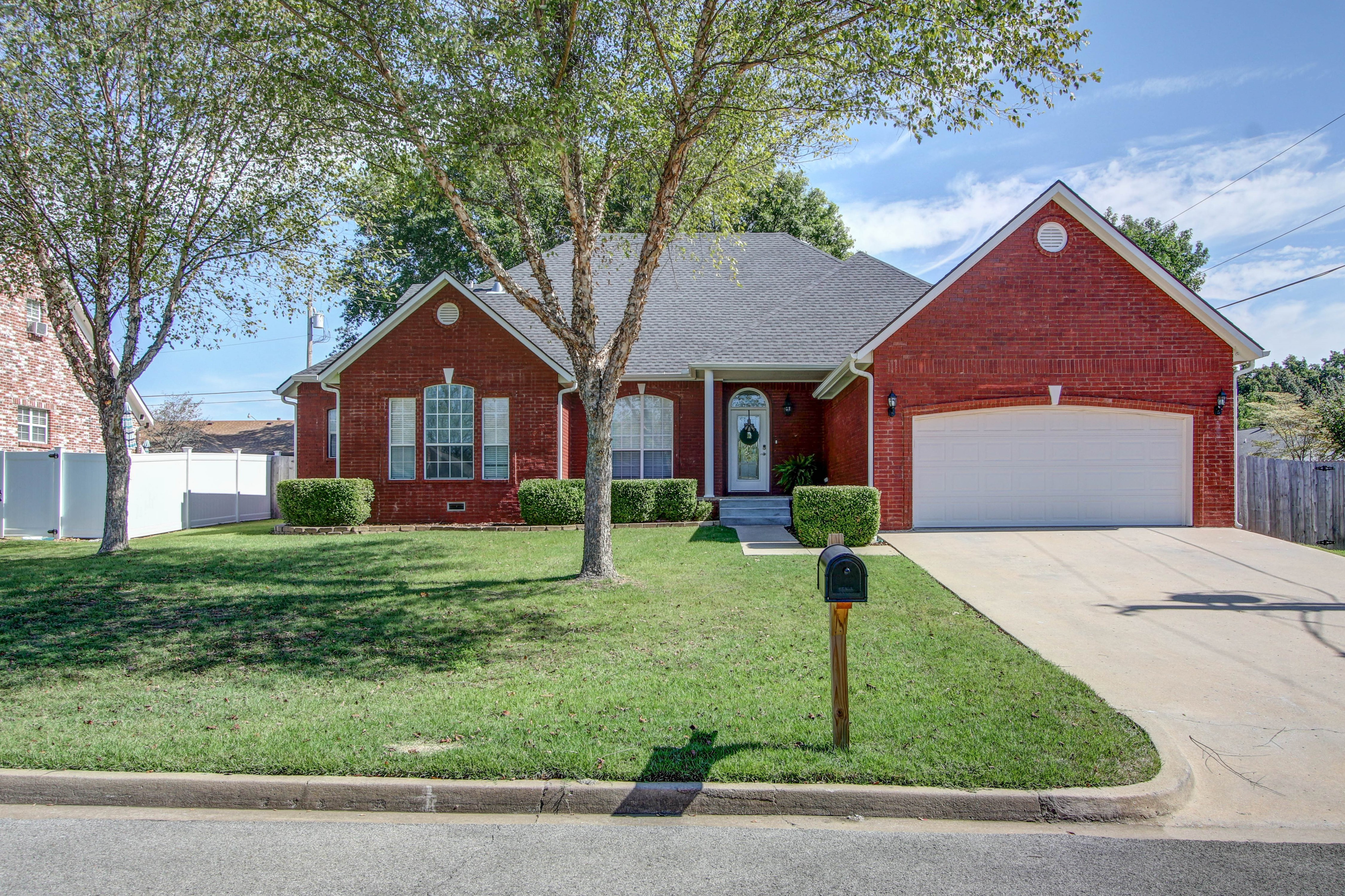 609 S Oak Avenue Property Photo 1