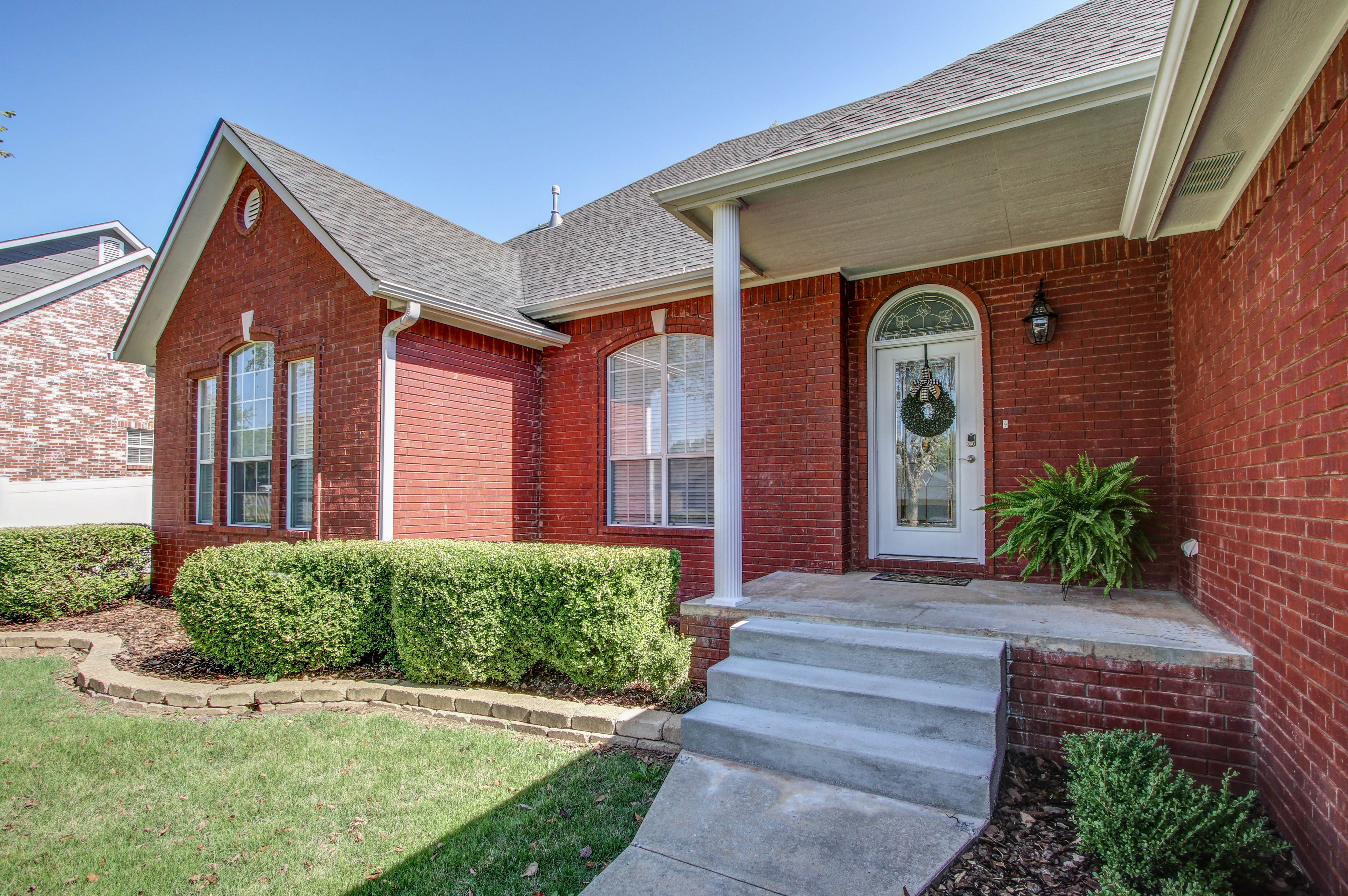 609 S Oak Avenue Property Photo 3