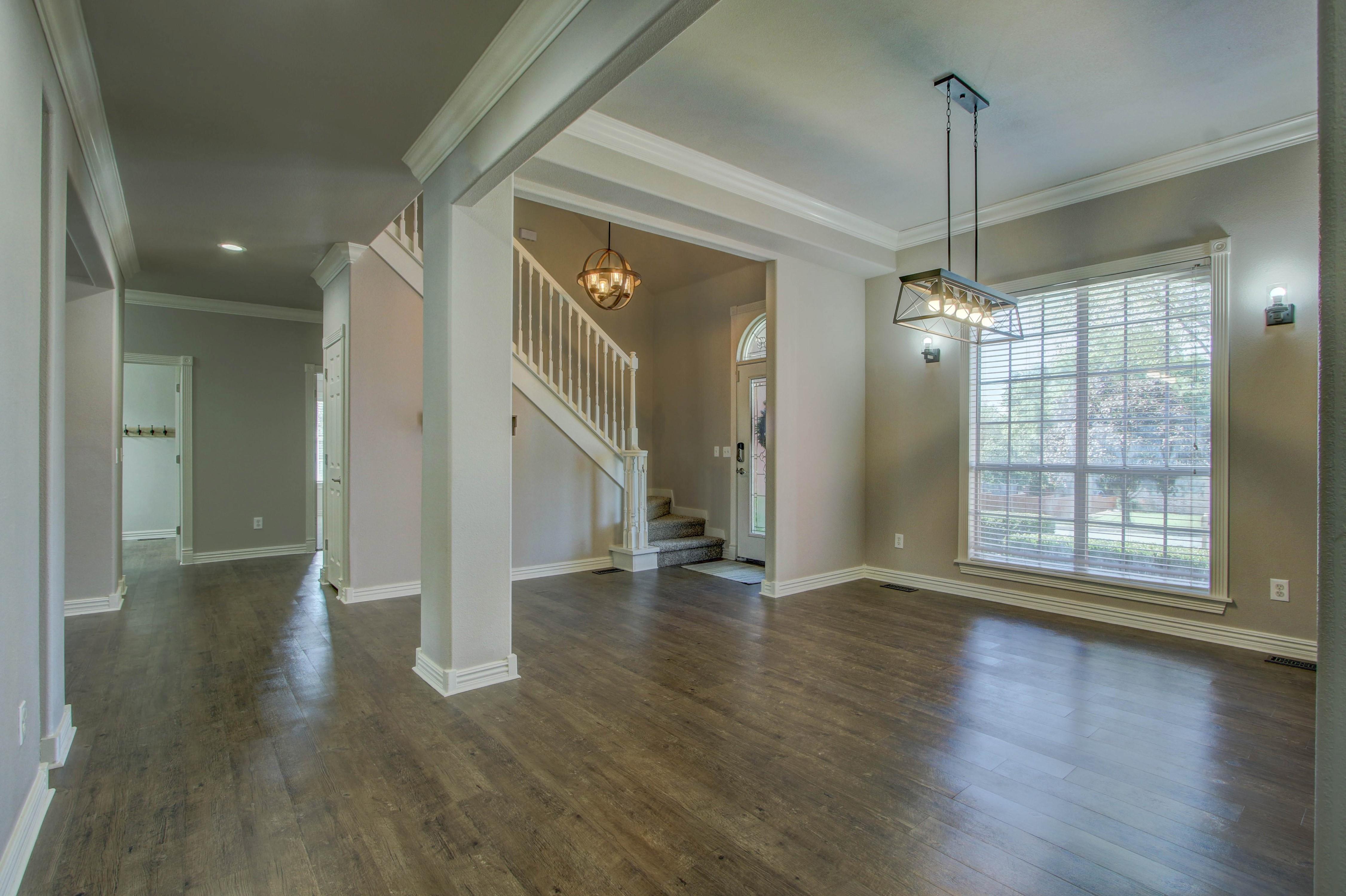 609 S Oak Avenue Property Photo 5