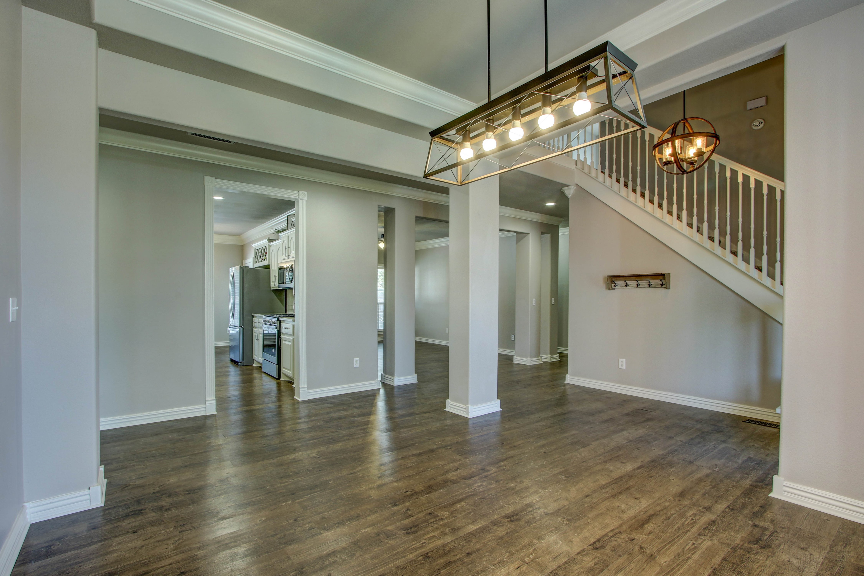 609 S Oak Avenue Property Photo 6