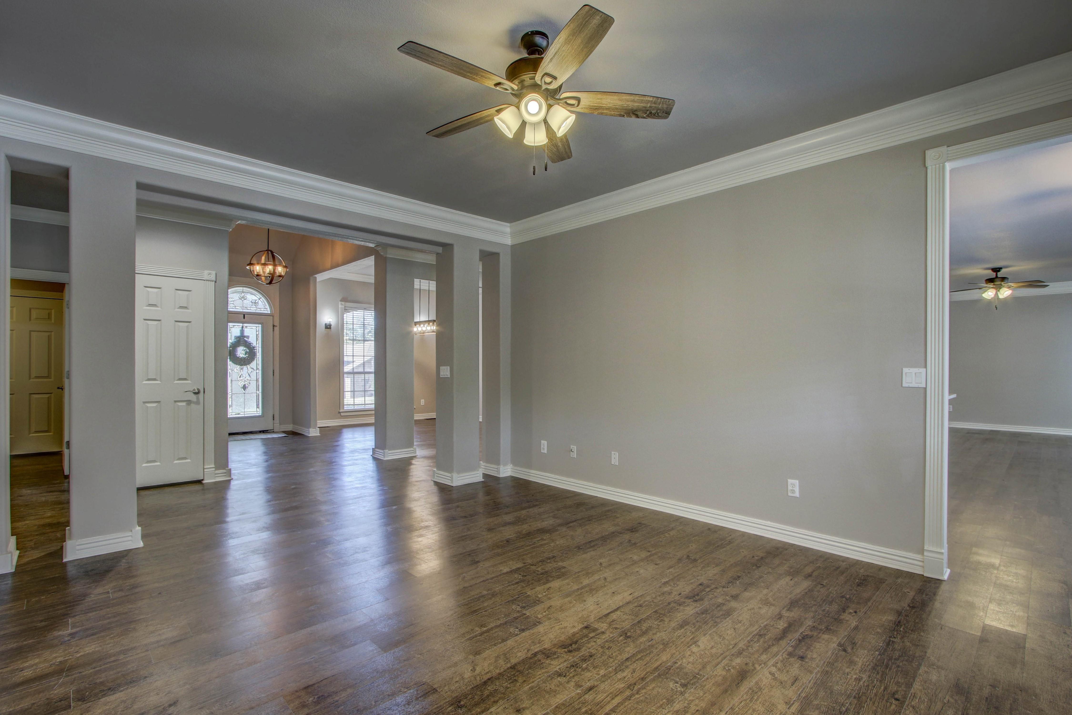 609 S Oak Avenue Property Photo 8