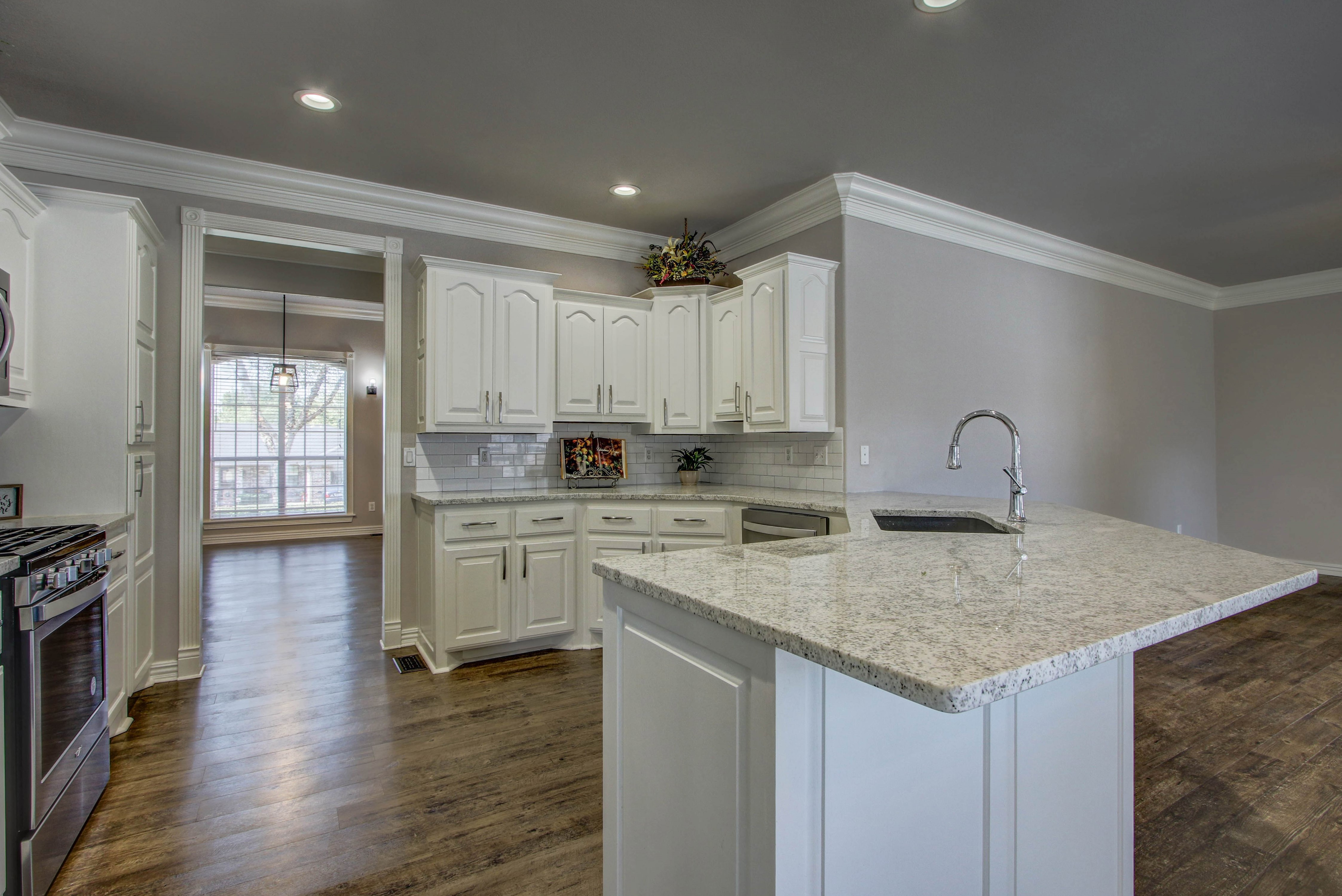 609 S Oak Avenue Property Photo 12